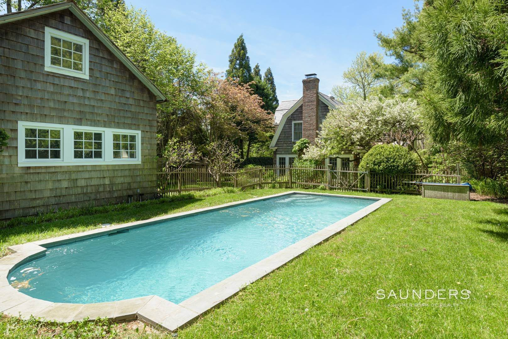 2. Single Family Homes for Sale at Egypt Lane Charmer 24 Egypt Lane, East Hampton, East Hampton Town, NY 11937