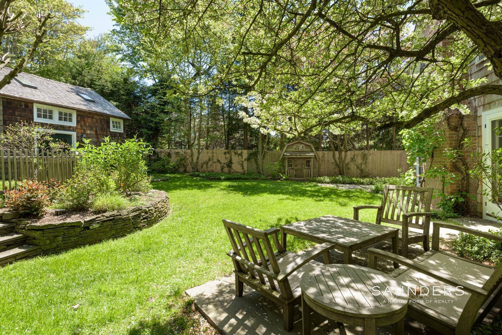 16. Single Family Homes for Sale at Egypt Lane Charmer 24 Egypt Lane, East Hampton, East Hampton Town, NY 11937