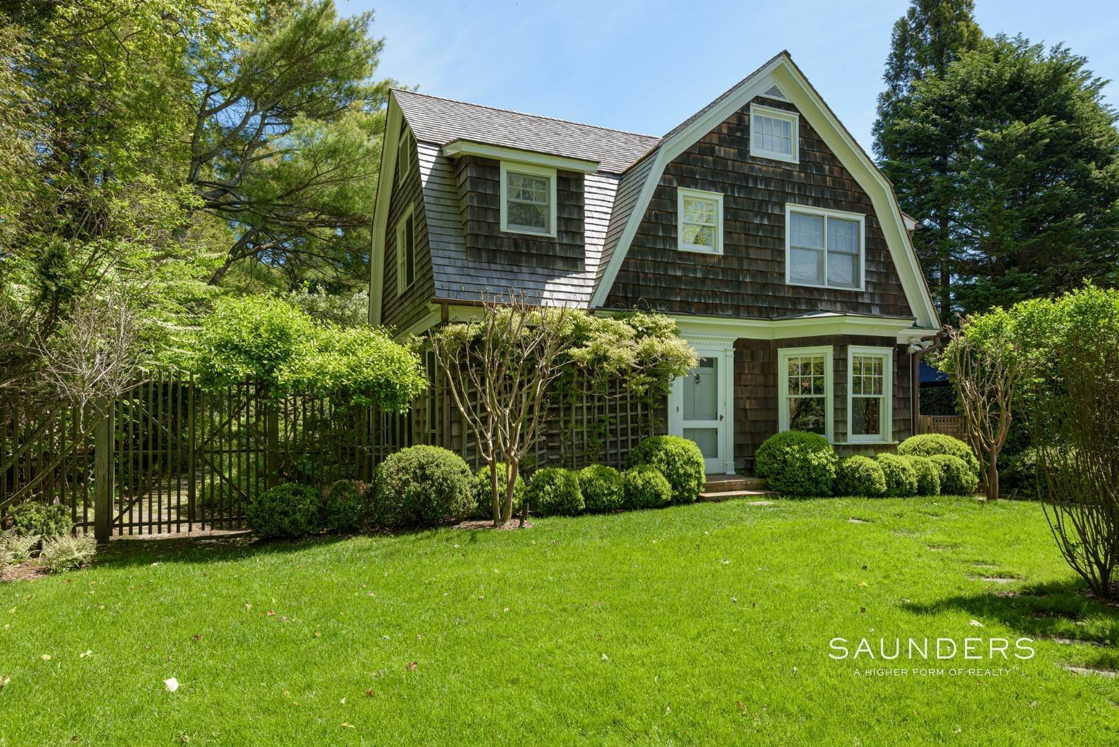 Single Family Homes for Sale at Egypt Lane Charmer 24 Egypt Lane, East Hampton, East Hampton Town, NY 11937