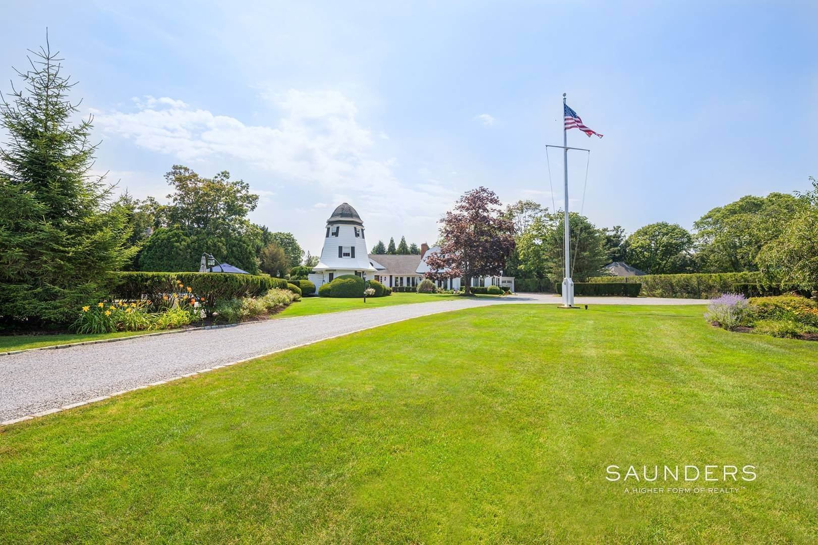 4. Single Family Homes for Sale at Village Estate On Prestigious Seafield Lane With Gunite Pool 25 Seafield Lane, Westhampton Beach Village, Southampton Town, NY 11978