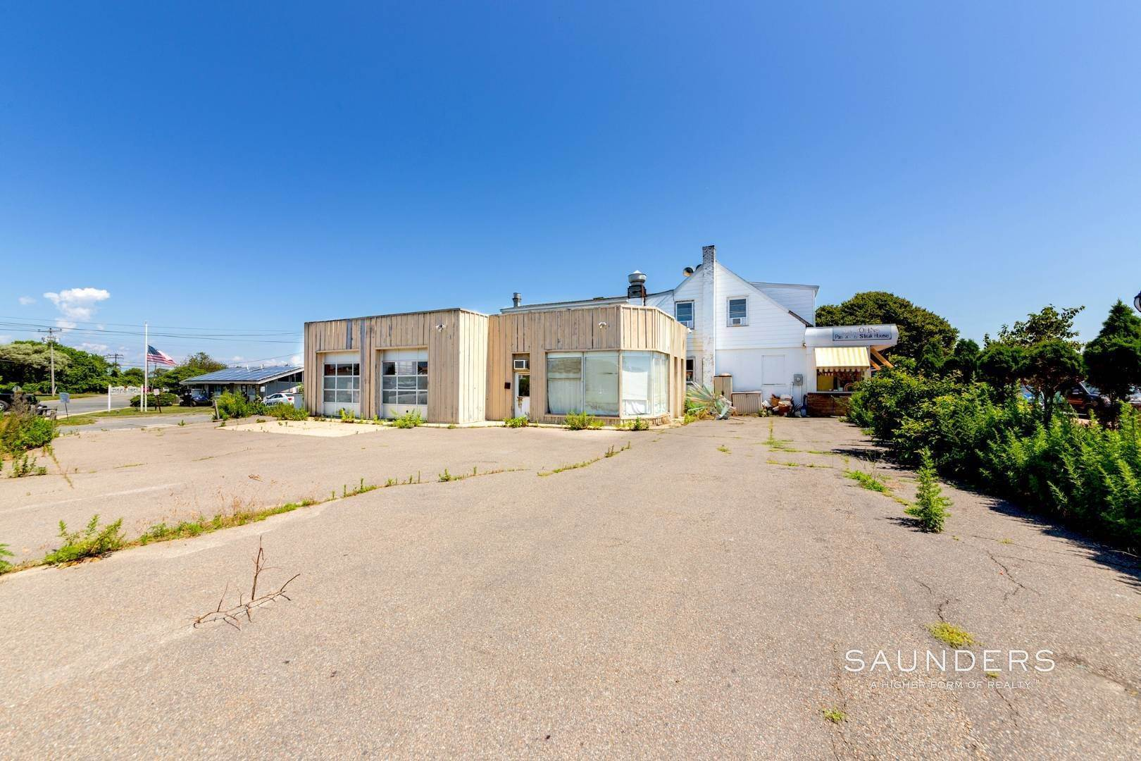 Commercial at Heart Of Montauk- Commercial Property For Sale 717 Montauk Highway, Montauk, East Hampton Town, NY 11954