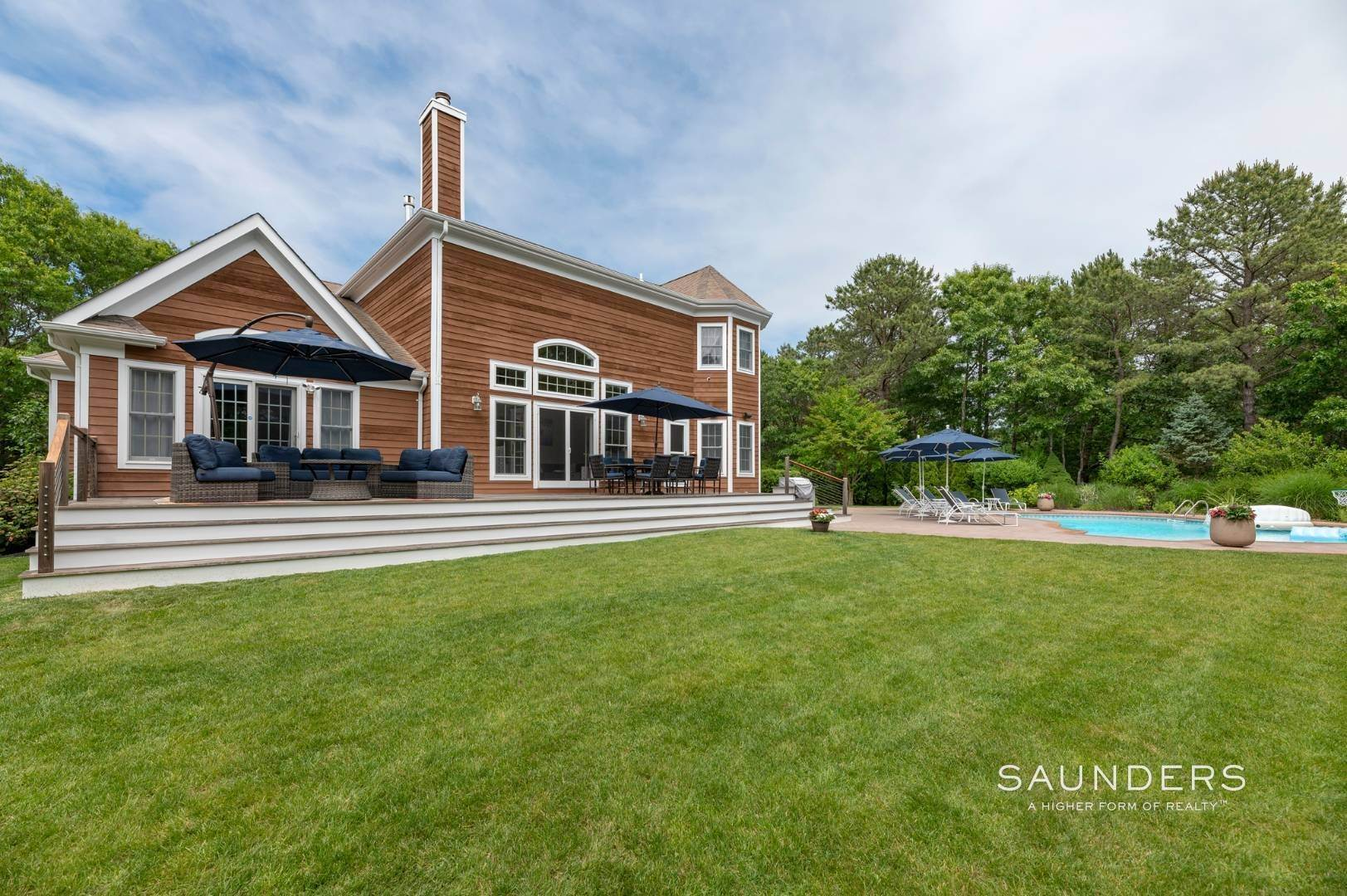 19. Single Family Homes at Immaculate Seasonal Rental -Southampton Pines 139 Maggie Drive, East Quogue, Southampton Town, NY 11942