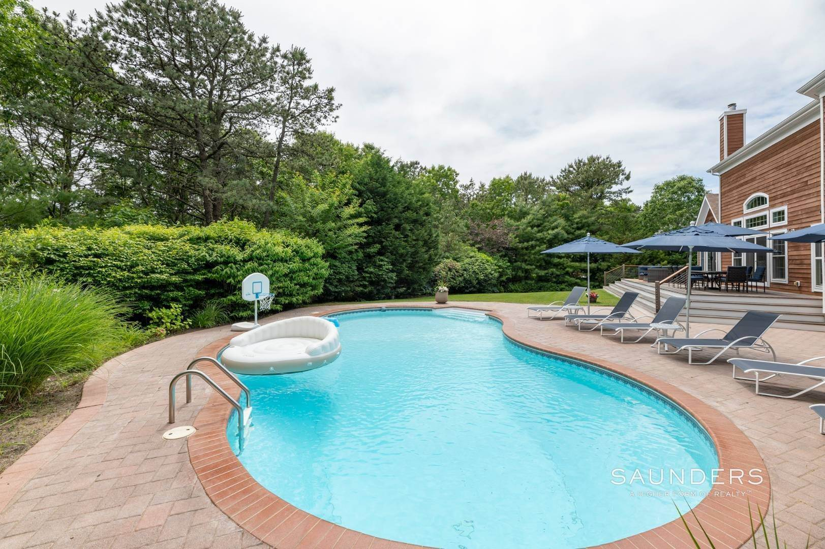 16. Single Family Homes at Immaculate Seasonal Rental -Southampton Pines 139 Maggie Drive, East Quogue, Southampton Town, NY 11942