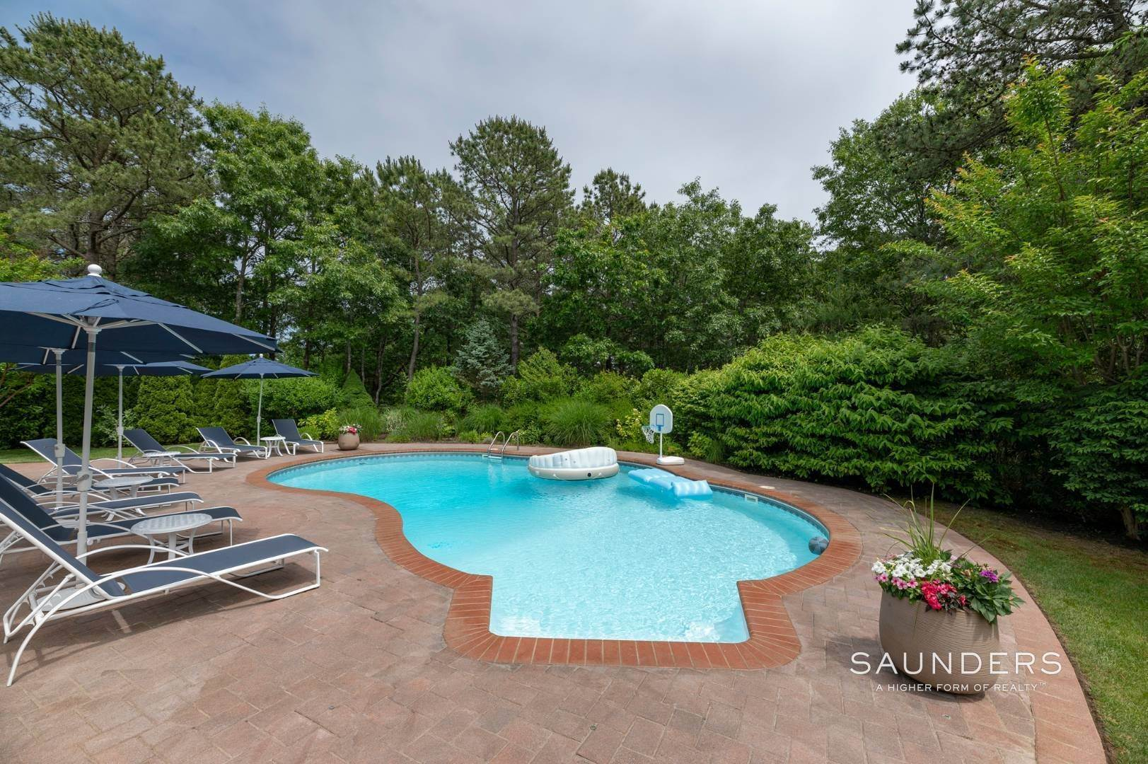 18. Single Family Homes at Immaculate Seasonal Rental -Southampton Pines 139 Maggie Drive, East Quogue, Southampton Town, NY 11942