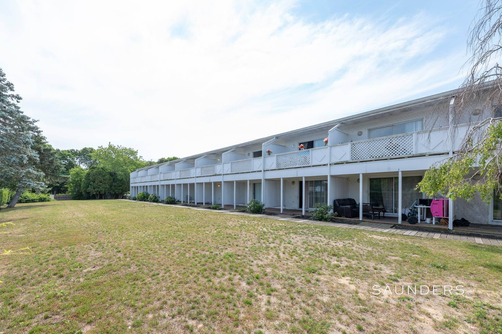 24. Commercial for Sale at Just Listed! Southampton Hotel 161 Hills Station Road, Southampton, Southampton Town, NY 11968