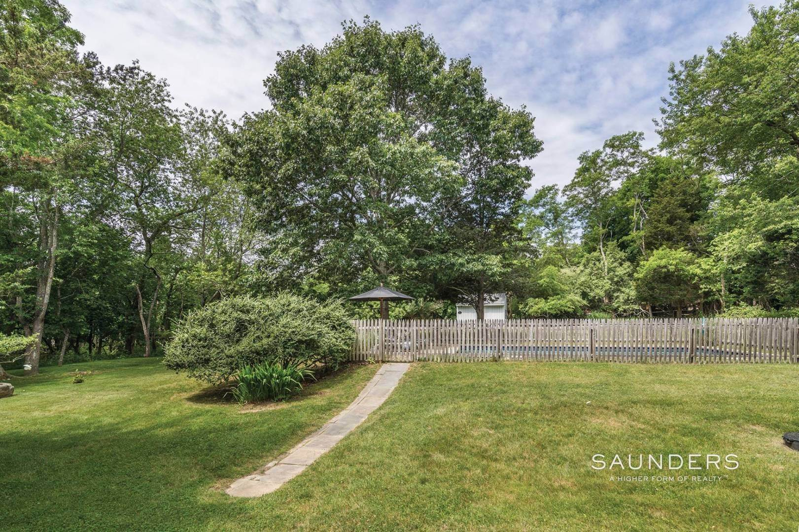 23. Single Family Homes for Sale at Shelter Island European Country Modern With Pool 30 Baldwin Road, Shelter Island, NY 11964