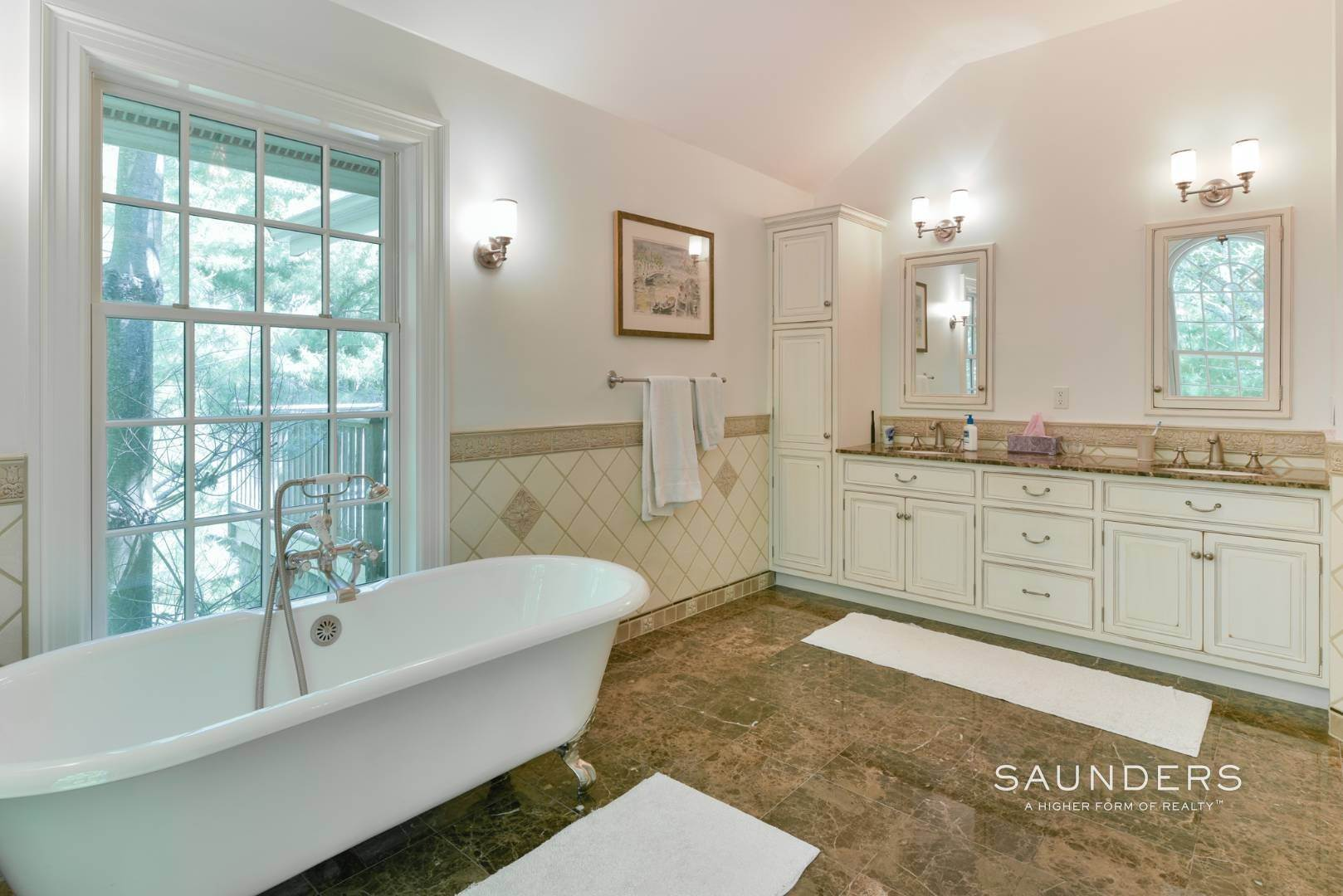 17. Single Family Homes for Sale at Entertain In East Hampton 14 Joshua's Path, East Hampton, East Hampton Town, NY 11937