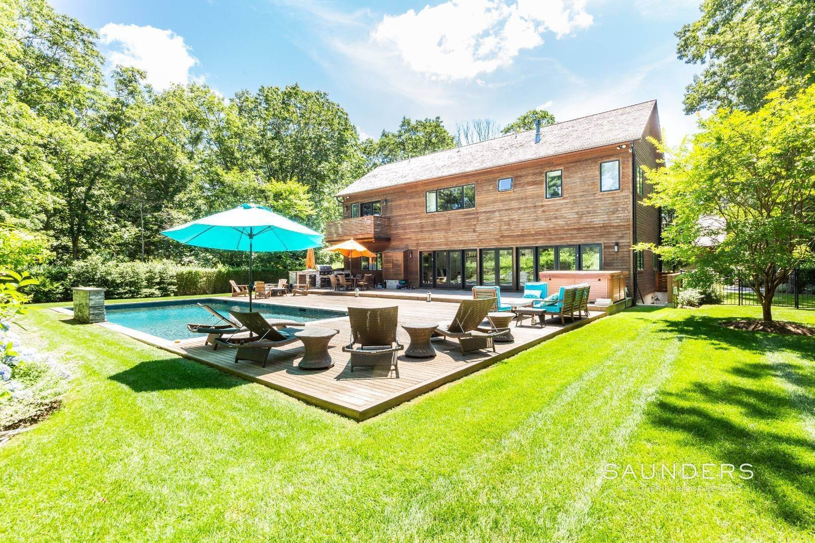 6. Single Family Homes for Sale at A World Of Its Own 38 13th Street, East Hampton, East Hampton Town, NY 11937