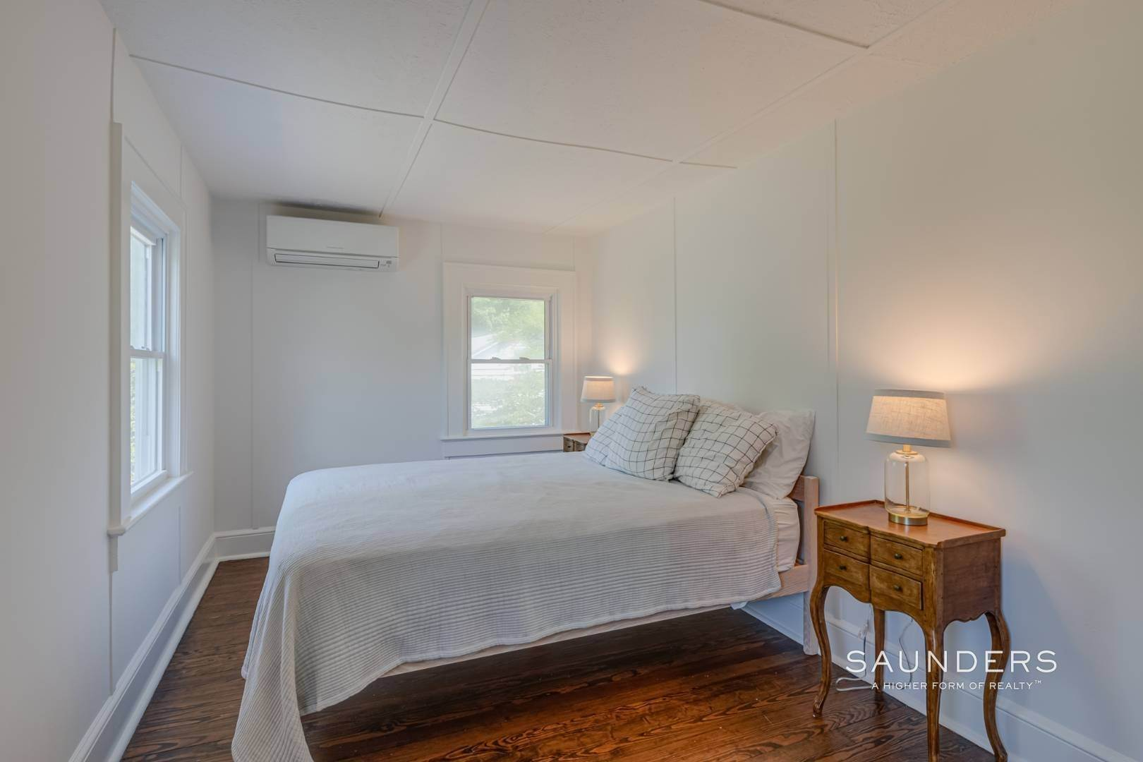 13. Single Family Homes for Sale at Charming Quogue Cottage South Of The Highway 34 Lamb Avenue, Quogue Village, Southampton Town, NY 11959