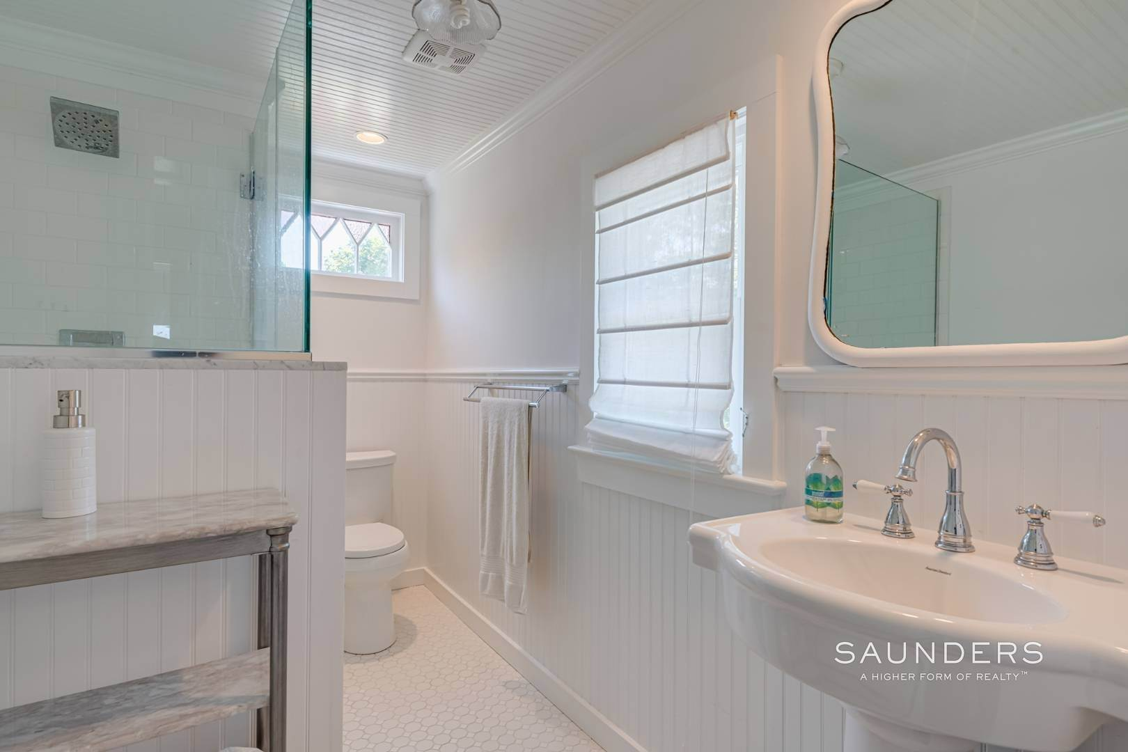 14. Single Family Homes for Sale at Charming Quogue Cottage South Of The Highway 34 Lamb Avenue, Quogue Village, Southampton Town, NY 11959