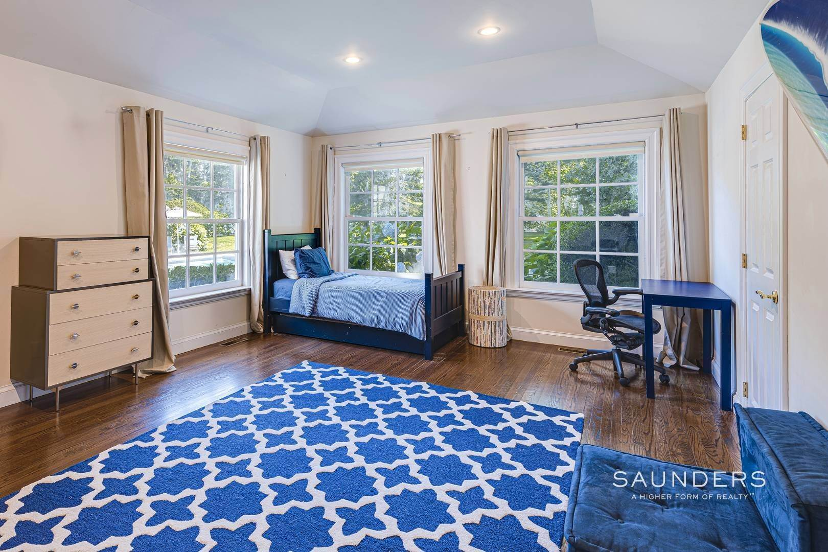 16. Single Family Homes for Sale at Spacious Postmodern With Pool And Lush Landscape 77 Sebonac Inlet Road, Southampton, Southampton Town, NY 11968