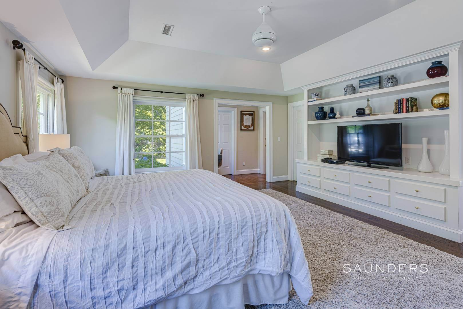 11. Single Family Homes for Sale at Spacious Postmodern With Pool And Lush Landscape 77 Sebonac Inlet Road, Southampton, Southampton Town, NY 11968