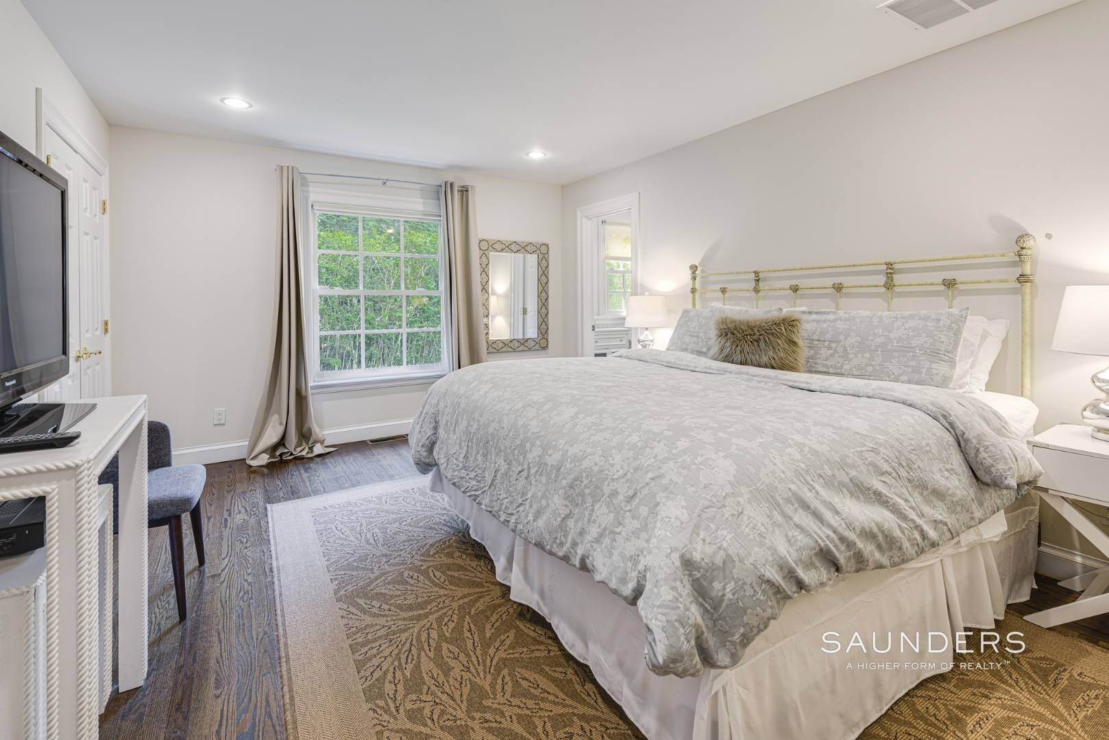 18. Single Family Homes for Sale at Spacious Postmodern With Pool And Lush Landscape 77 Sebonac Inlet Road, Southampton, Southampton Town, NY 11968