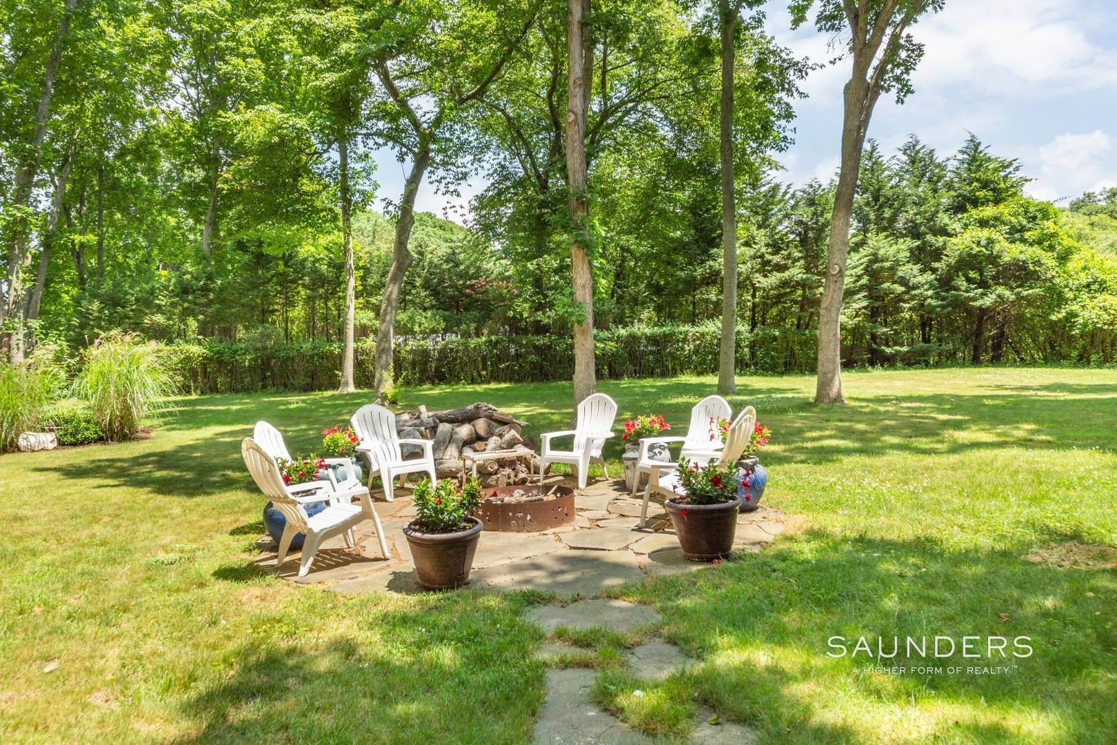 27. Single Family Homes for Sale at Eh Village Edge With Tennis Possible 170 Cedar Street, East Hampton, East Hampton Town, NY 11937
