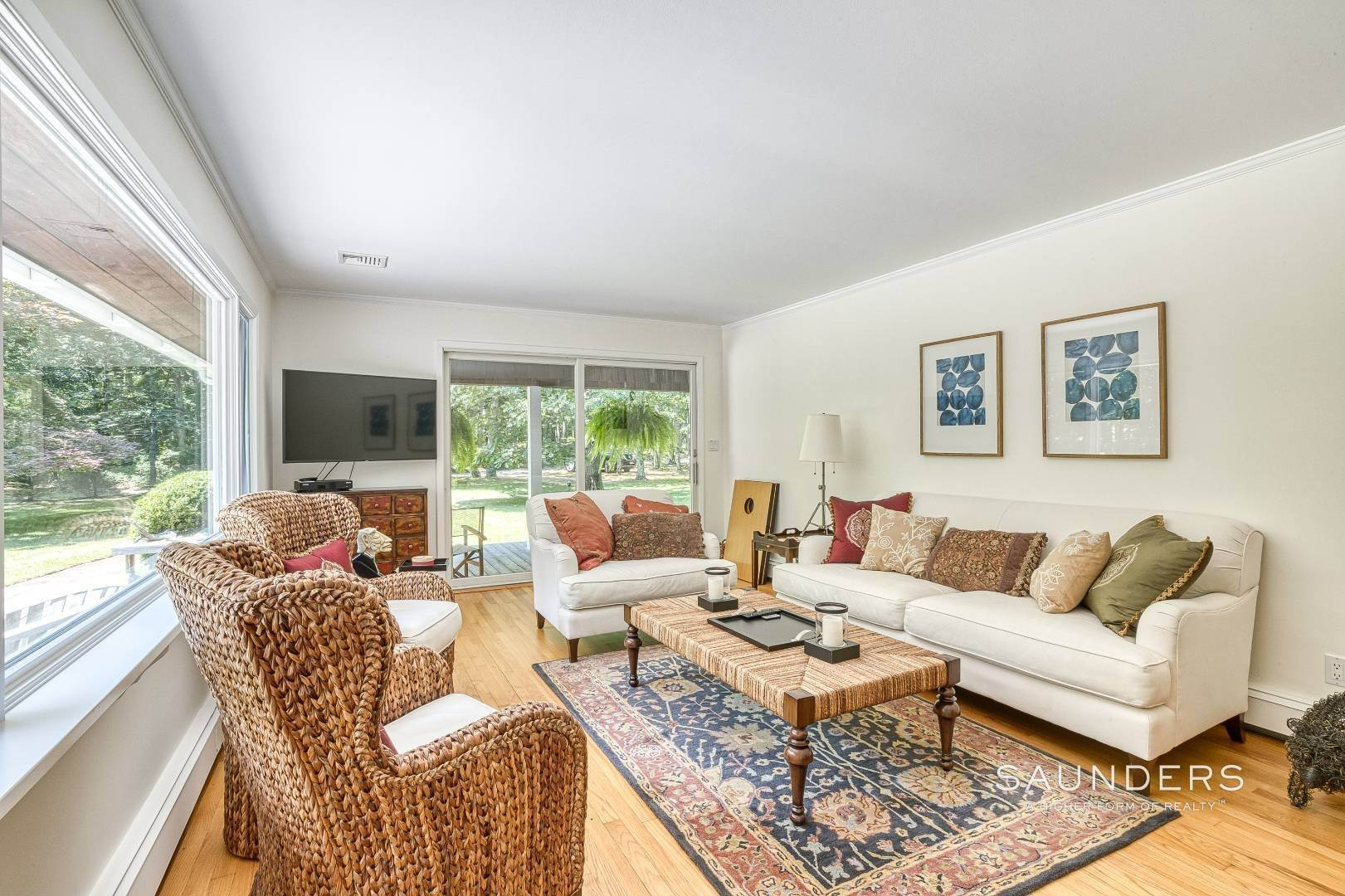 16. Single Family Homes for Sale at Shelter Island Resort Style Retreat With Pool Near Beach 8 Hay Beach Road, Shelter Island Heights, Shelter Island, NY 11964