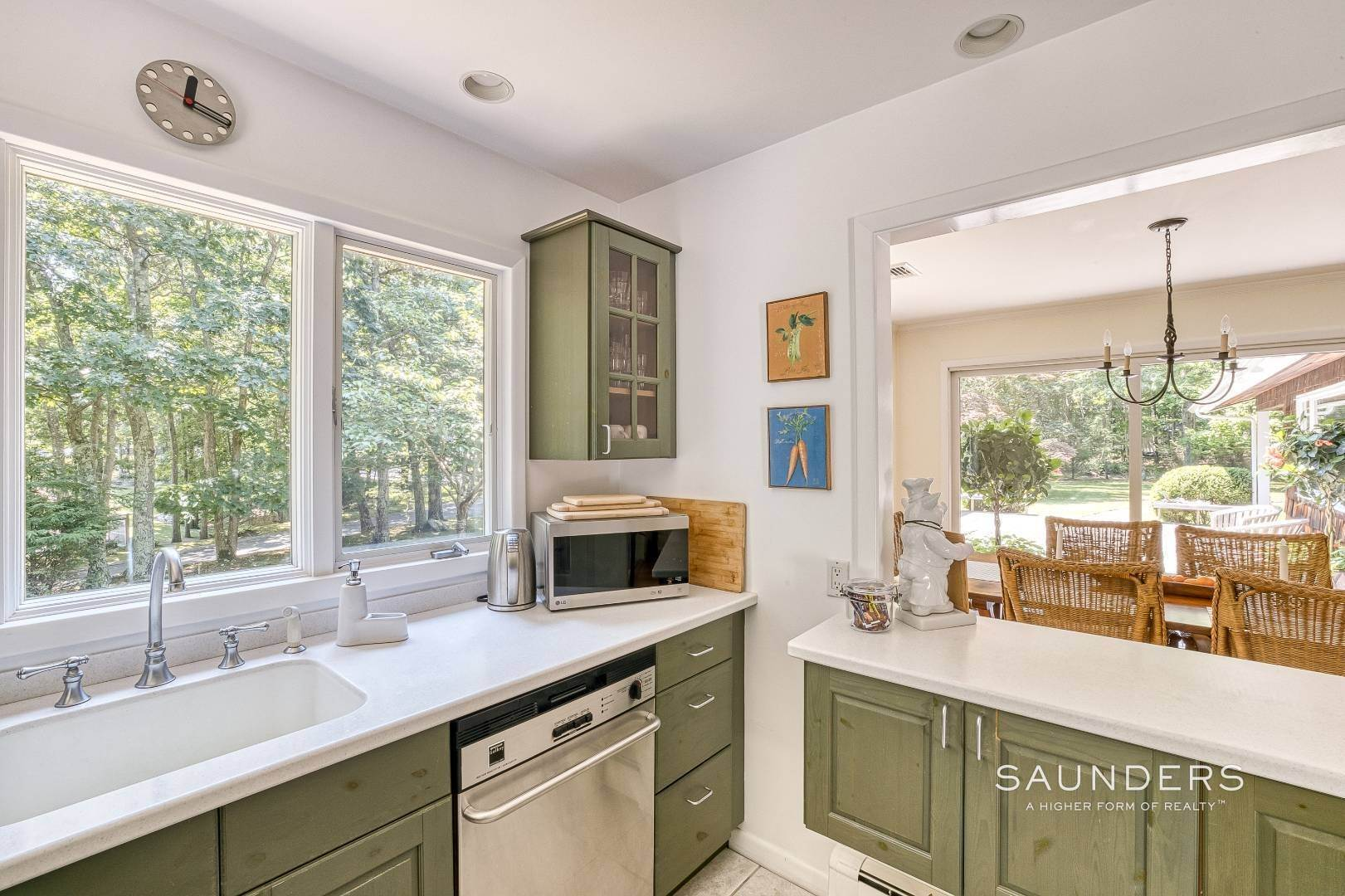 24. Single Family Homes for Sale at Shelter Island Resort Style Retreat With Pool Near Beach 8 Hay Beach Road, Shelter Island Heights, Shelter Island, NY 11964