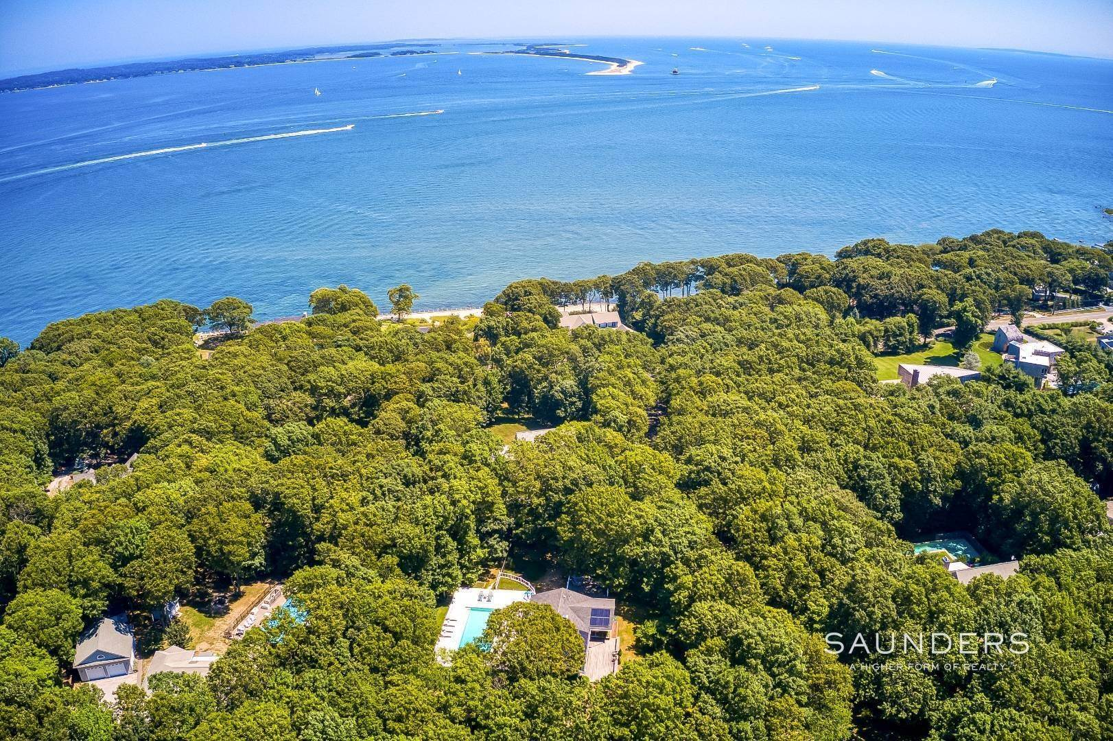 6. Single Family Homes for Sale at Shelter Island Resort Style Retreat With Pool Near Beach 8 Hay Beach Road, Shelter Island Heights, Shelter Island, NY 11964