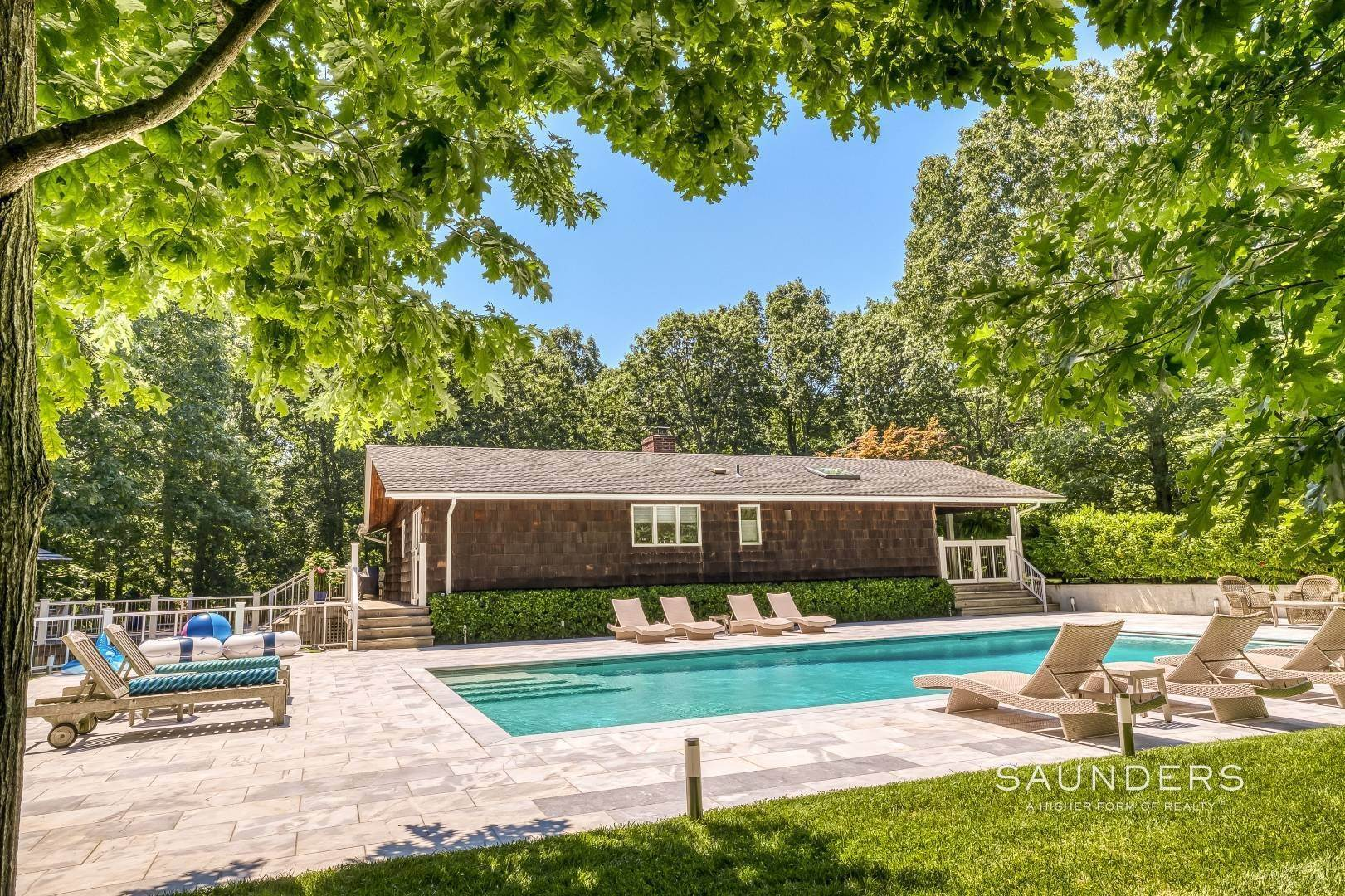 7. Single Family Homes for Sale at Shelter Island Resort Style Retreat With Pool Near Beach 8 Hay Beach Road, Shelter Island Heights, Shelter Island, NY 11964