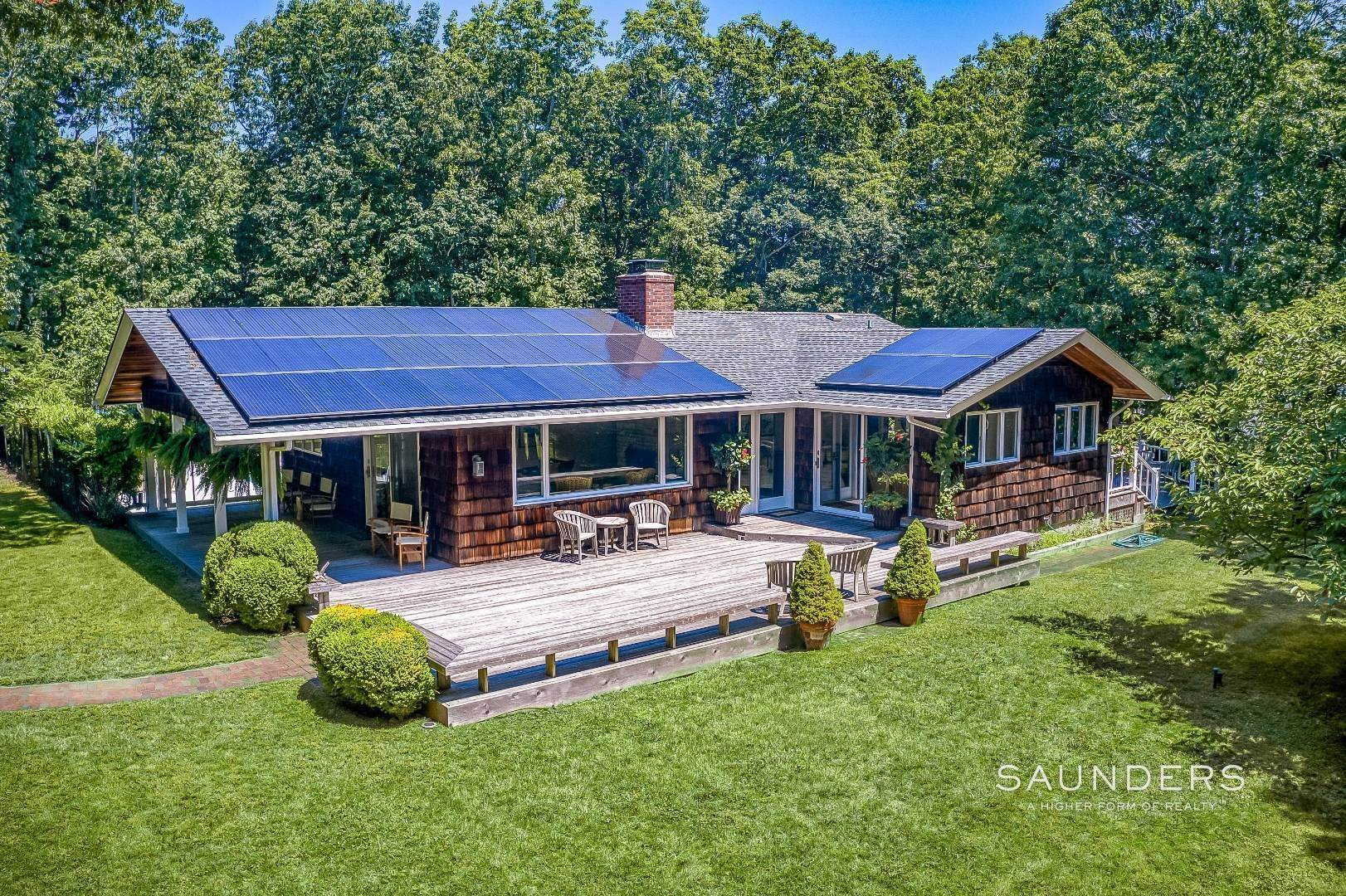 4. Single Family Homes for Sale at Shelter Island Resort Style Retreat With Pool Near Beach 8 Hay Beach Road, Shelter Island Heights, Shelter Island, NY 11964