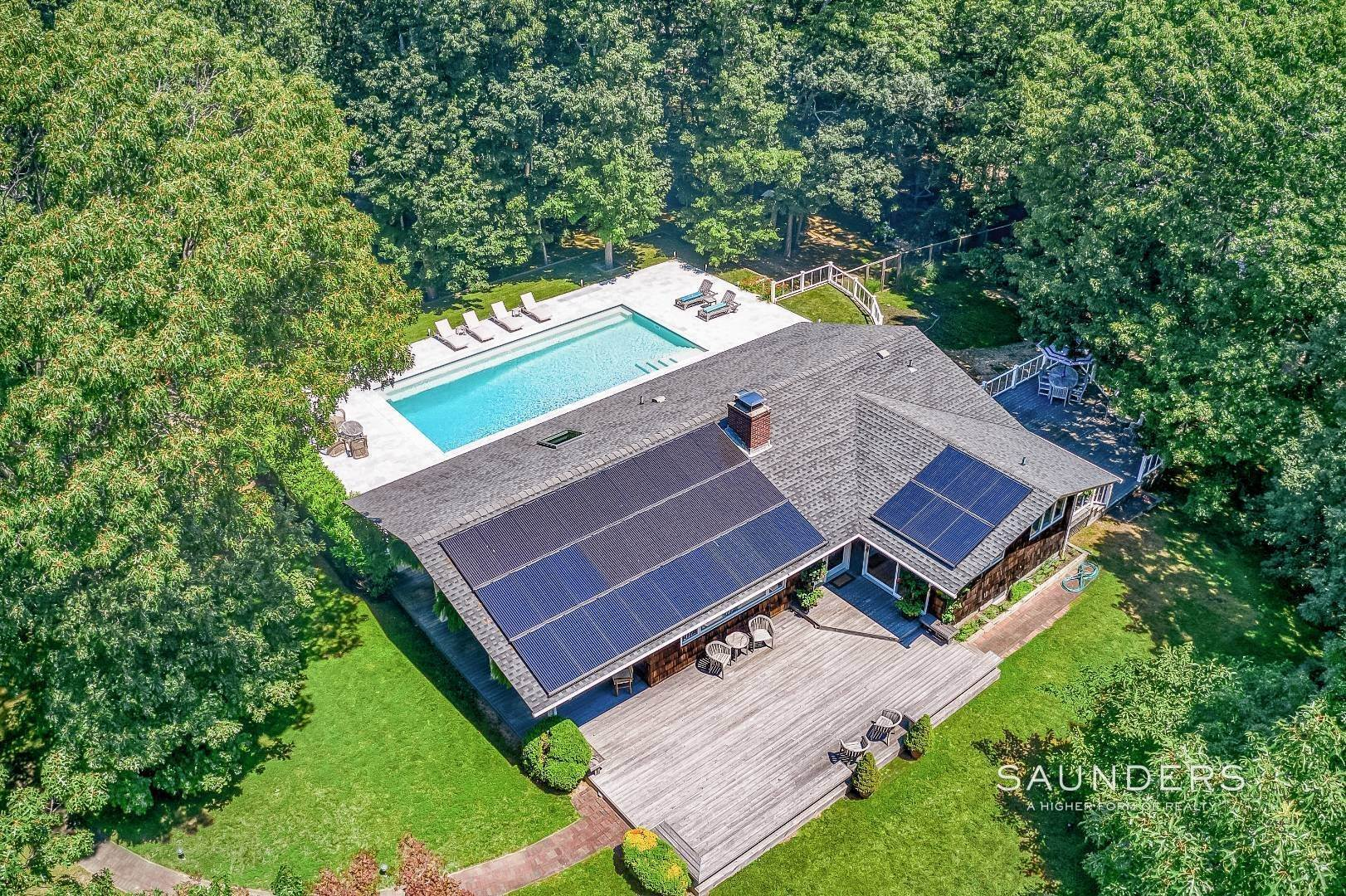 40. Single Family Homes for Sale at Shelter Island Resort Style Retreat With Pool Near Beach 8 Hay Beach Road, Shelter Island Heights, Shelter Island, NY 11964