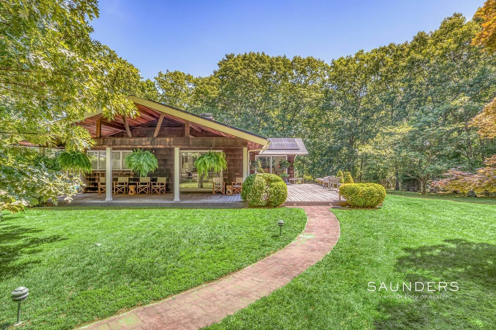 37. Single Family Homes for Sale at Shelter Island Resort Style Retreat With Pool Near Beach 8 Hay Beach Road, Shelter Island Heights, Shelter Island, NY 11964
