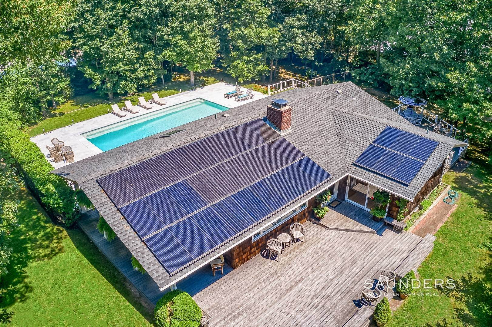 39. Single Family Homes for Sale at Shelter Island Resort Style Retreat With Pool Near Beach 8 Hay Beach Road, Shelter Island Heights, Shelter Island, NY 11964