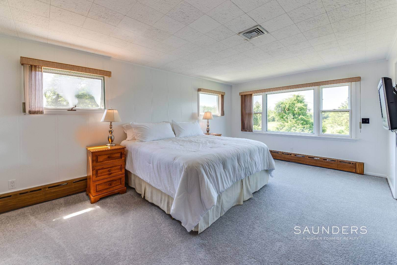 14. Single Family Homes for Sale at One Of A Kind Offered For The First Time! 100 South Fairview Avenue, Montauk, East Hampton Town, NY 11954