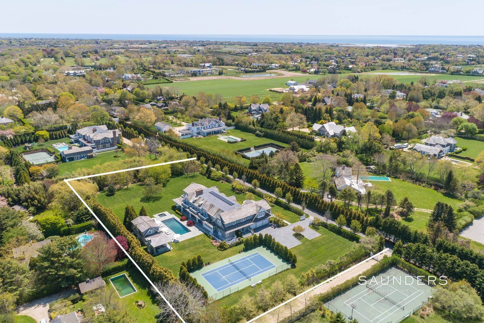 Single Family Homes for Sale at Bridgehampton South Estate 104 Halsey Lane, Bridgehampton, Southampton Town, NY 11932