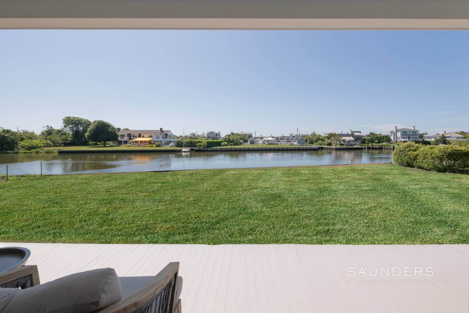 19. Single Family Homes at Fabulous Bay Rental For August In Quogue 33 Ogden Lane, Quogue Village, Southampton Town, NY 11959
