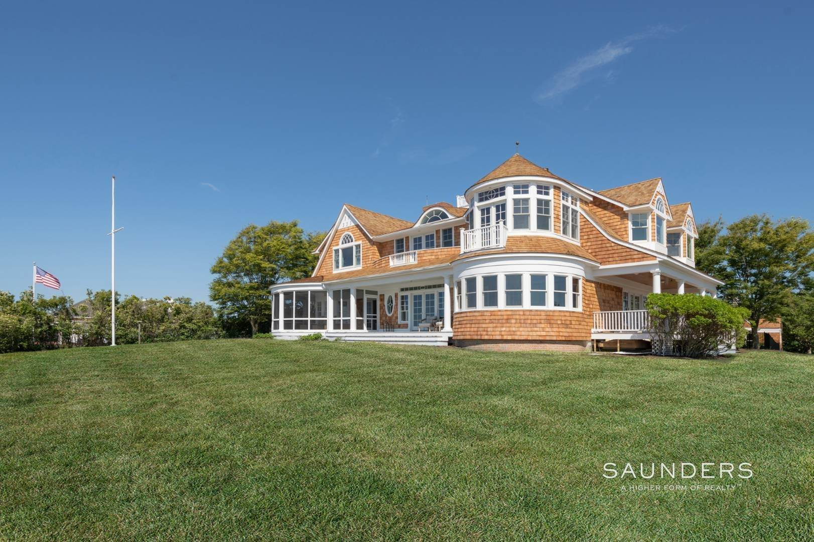 20. Single Family Homes at Fabulous Bay Rental For August In Quogue 33 Ogden Lane, Quogue Village, Southampton Town, NY 11959