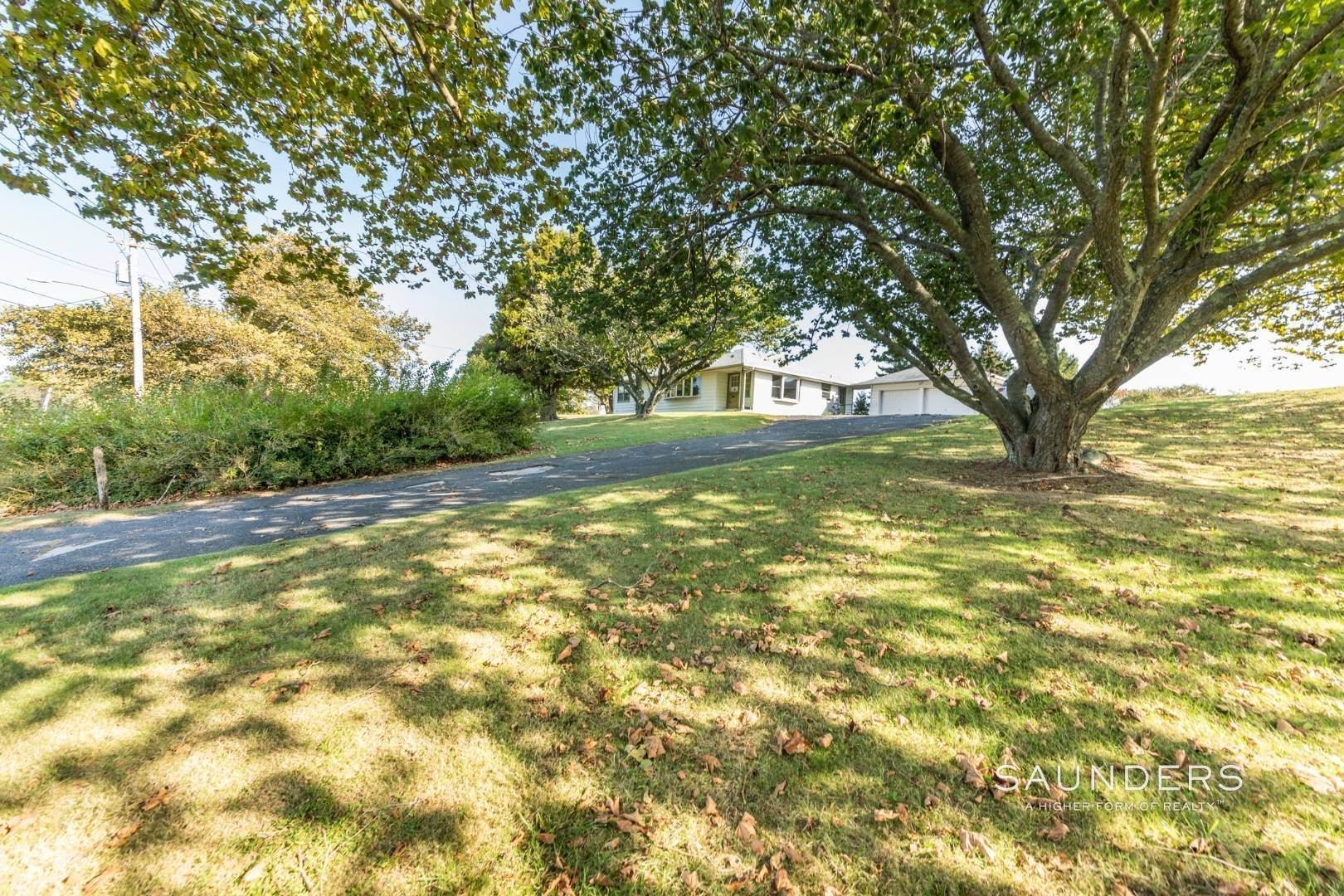6. Single Family Homes for Sale at Montauk Hilltop 144 South Essex Street, Montauk, East Hampton Town, NY 11954