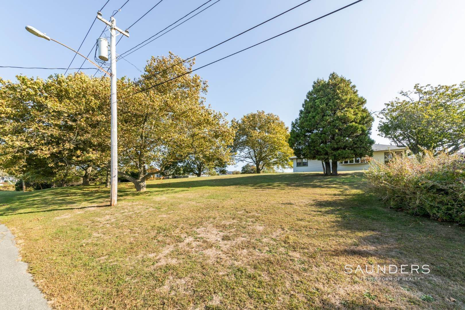 21. Single Family Homes for Sale at Montauk Hilltop 144 South Essex Street, Montauk, East Hampton Town, NY 11954