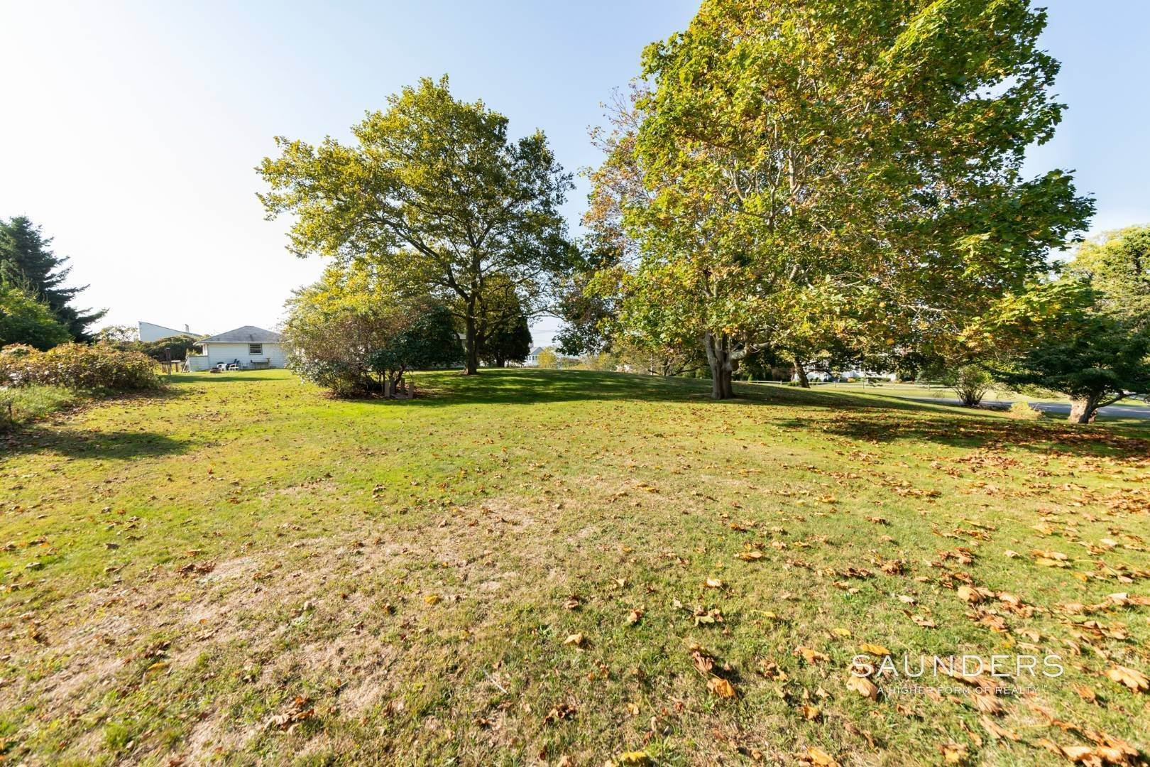 17. Single Family Homes for Sale at Montauk Hilltop 144 South Essex Street, Montauk, East Hampton Town, NY 11954