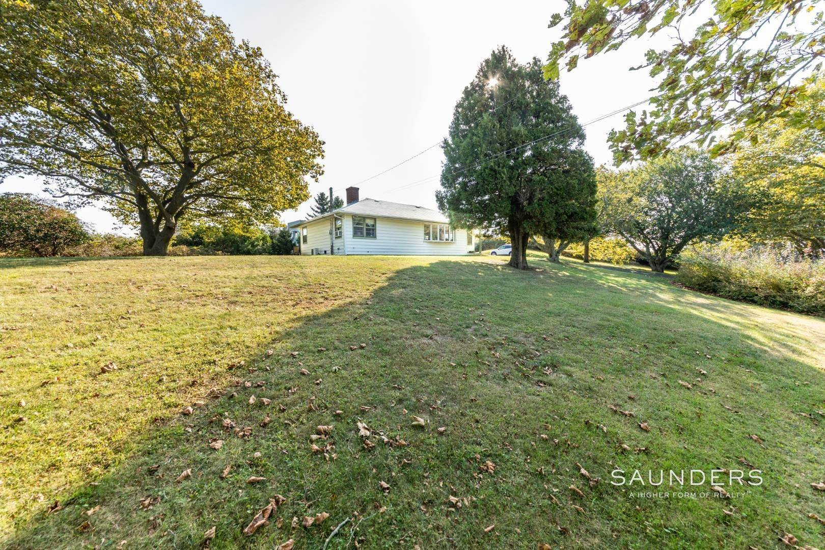 20. Single Family Homes for Sale at Montauk Hilltop 144 South Essex Street, Montauk, East Hampton Town, NY 11954