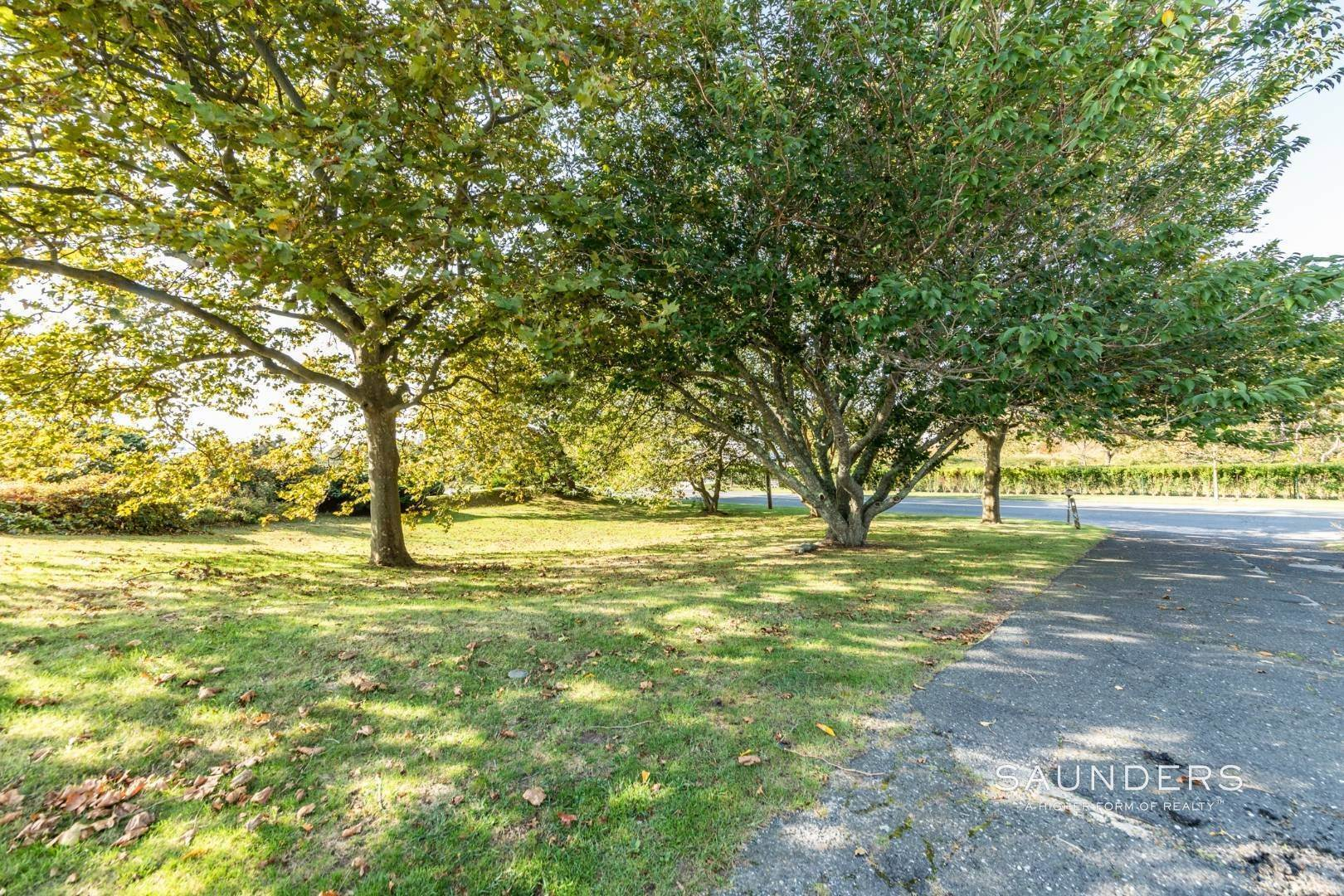 14. Single Family Homes for Sale at Montauk Hilltop 144 South Essex Street, Montauk, East Hampton Town, NY 11954