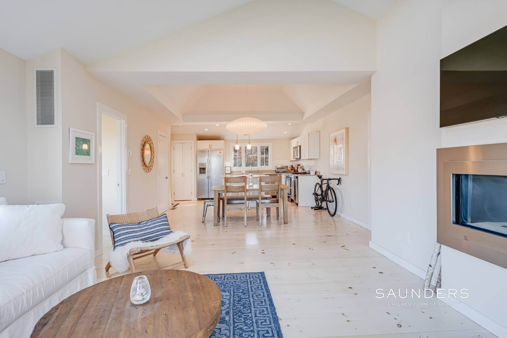 2. Single Family Homes at Chic Beach Cottage With Water Views 2 Gallatin Lane, East Hampton, East Hampton Town, NY 11937