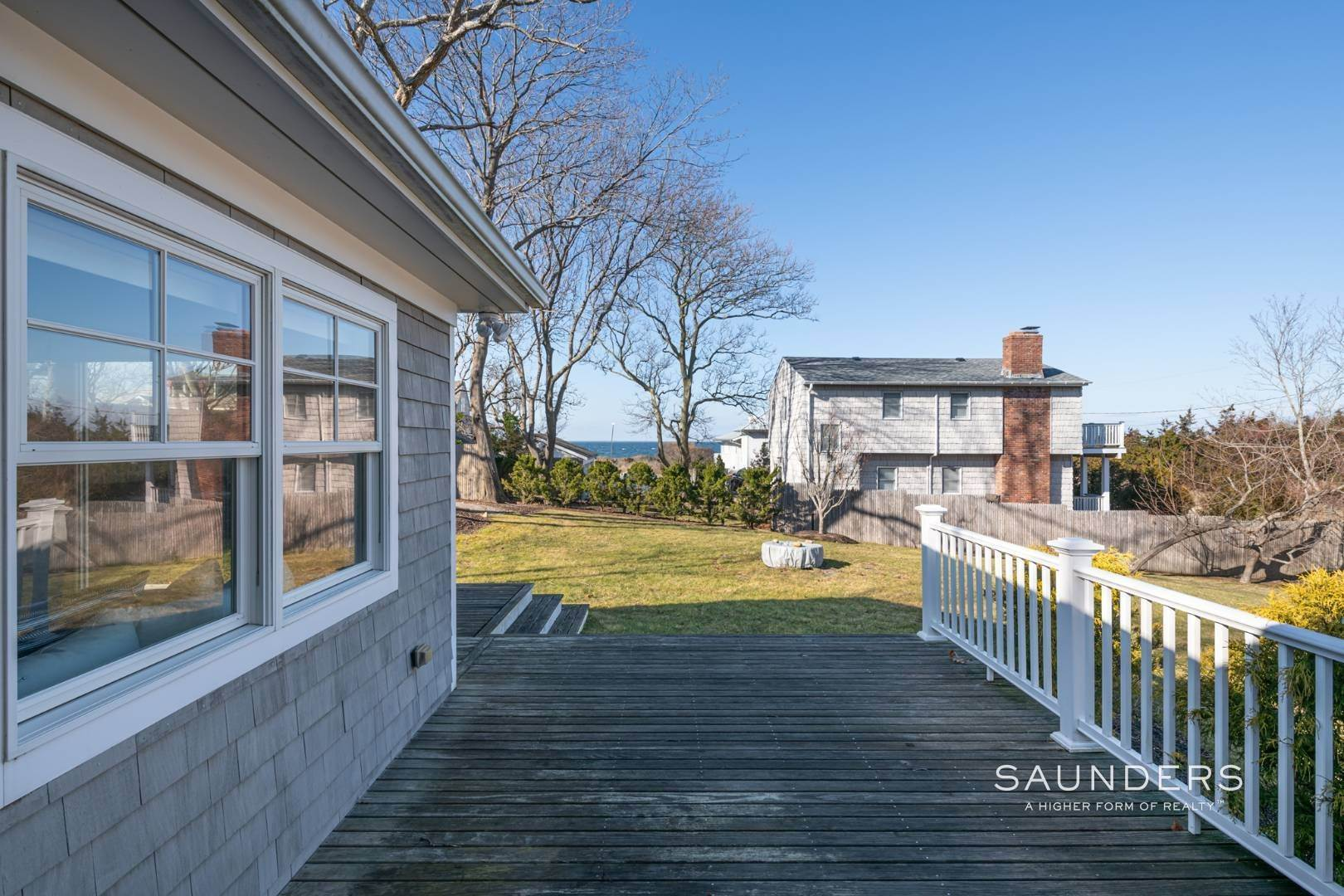 11. Single Family Homes at Chic Beach Cottage With Water Views 2 Gallatin Lane, East Hampton, East Hampton Town, NY 11937