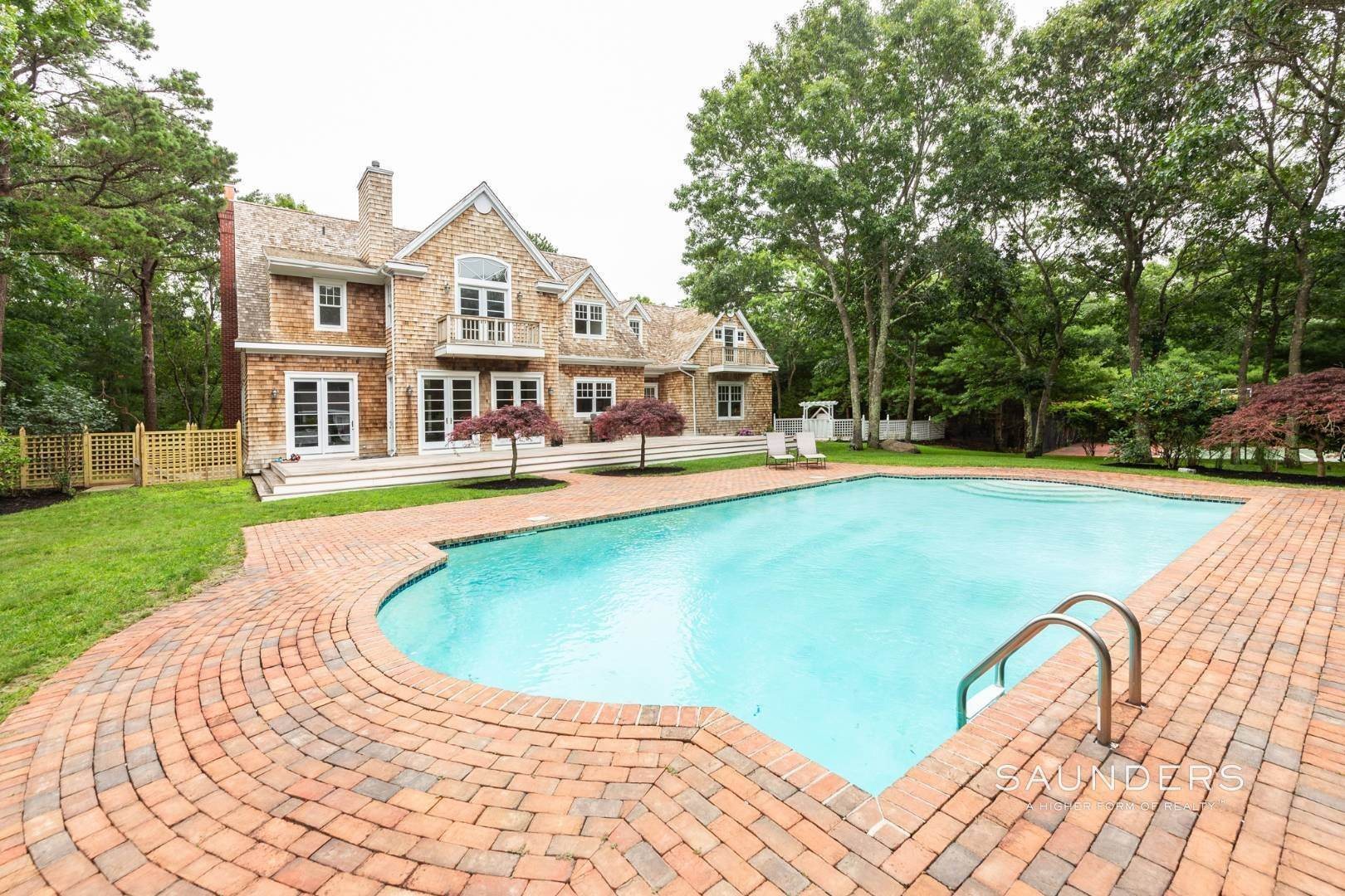 3. Single Family Homes at Stately Home On The Wainscott/East Hampton Fringe For Aug-Ld East Hampton Town, NY 11937
