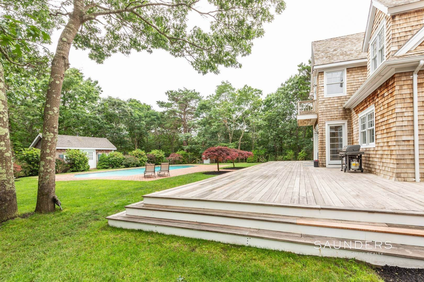 6. Single Family Homes at Stately Home On The Wainscott/East Hampton Fringe For Aug-Ld East Hampton Town, NY 11937