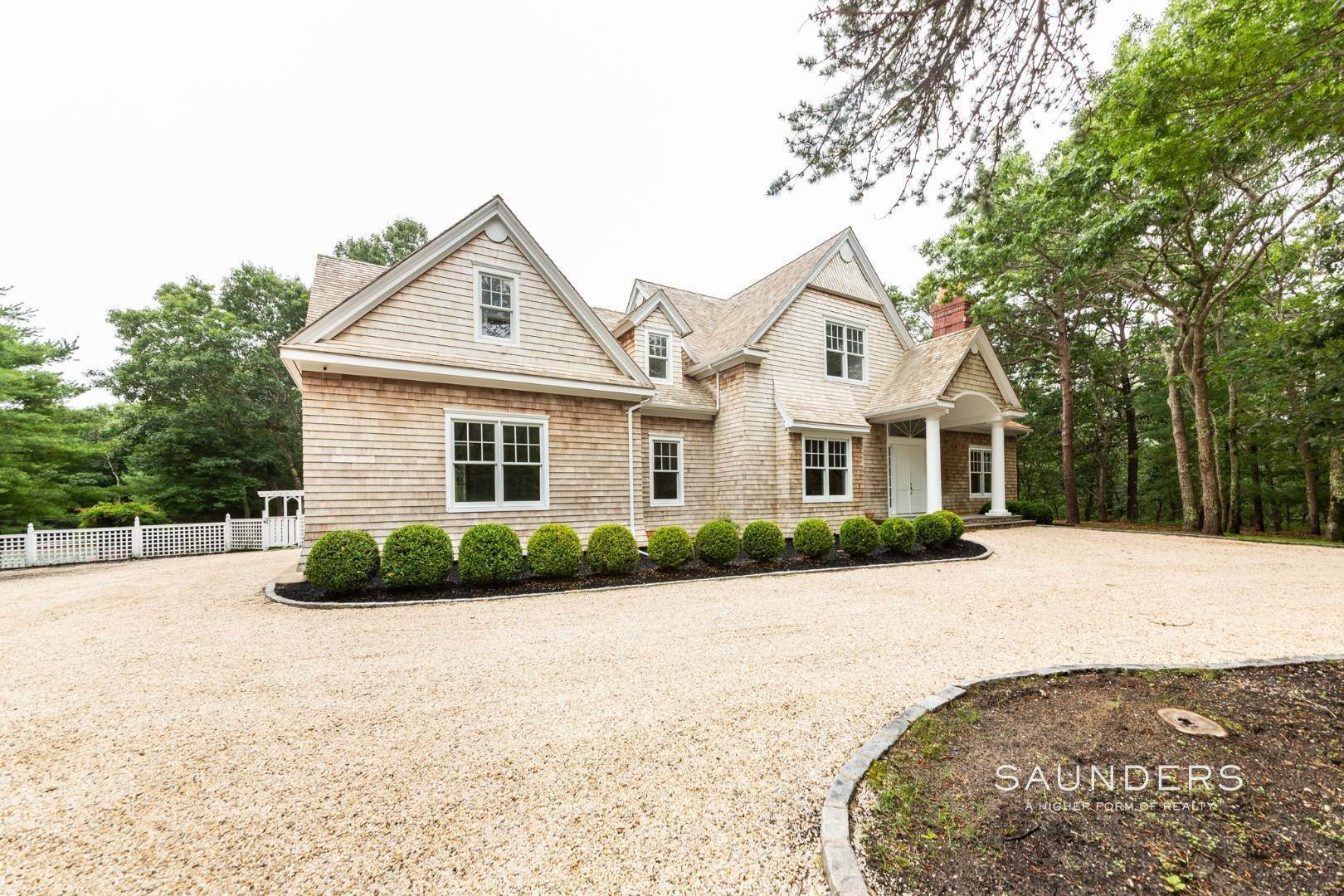 2. Single Family Homes at Stately Home On The Wainscott/East Hampton Fringe For Aug-Ld East Hampton Town, NY 11937