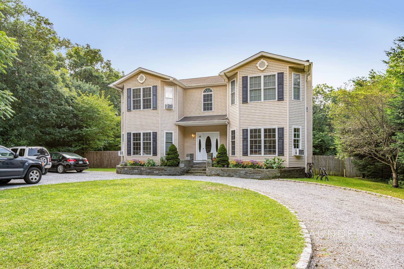 Single Family Homes for Sale at Under $1 Million On The Fringe Of East Hampton Village 10 Austin Road, East Hampton, East Hampton Town, NY 11937