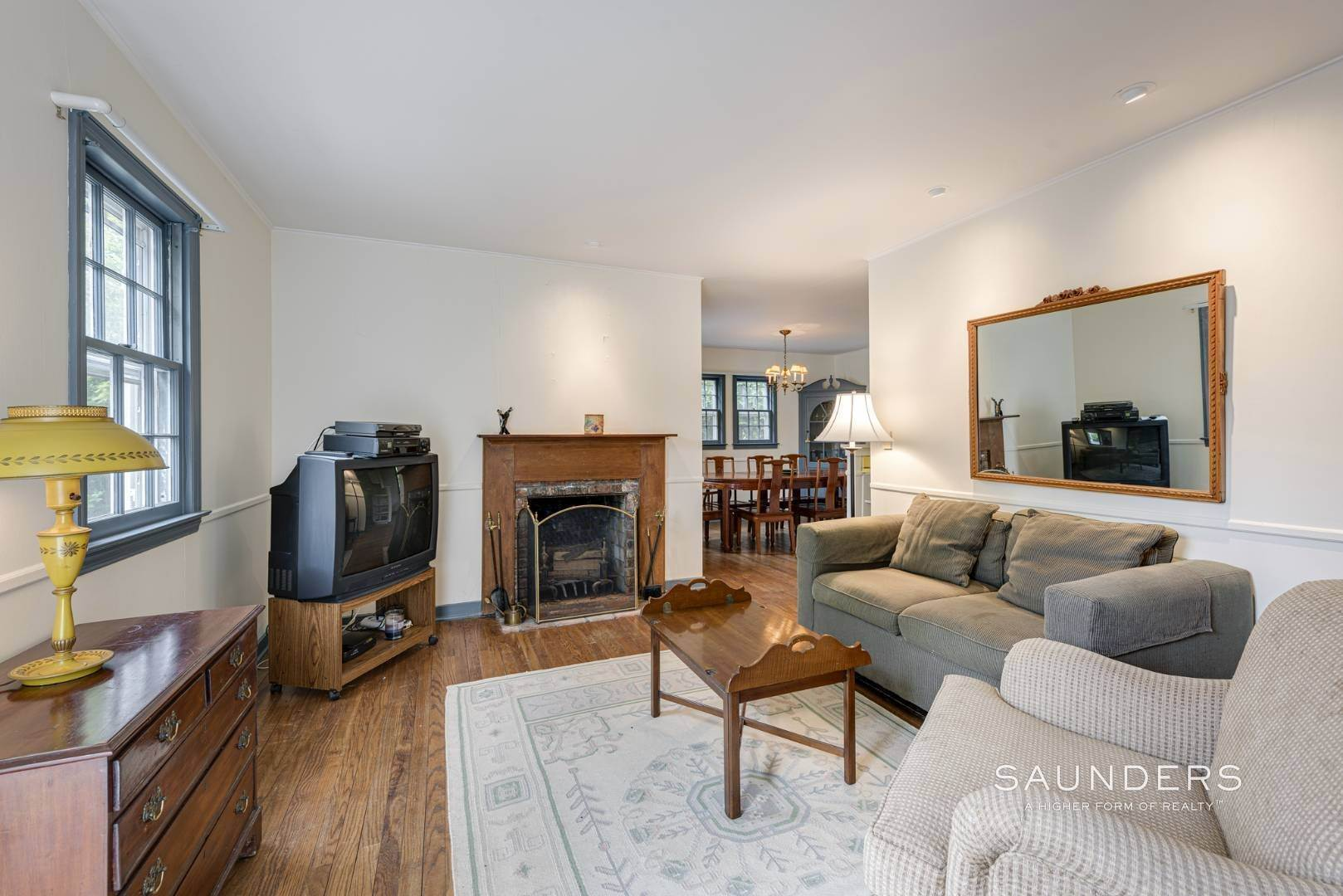 7. Single Family Homes for Sale at Charming East Hampton Village Cottage 40 The Circle, East Hampton, East Hampton Town, NY 11937