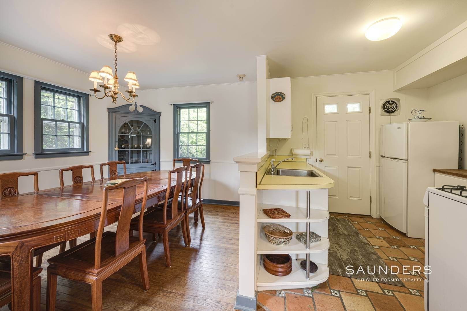 10. Single Family Homes for Sale at Charming East Hampton Village Cottage 40 The Circle, East Hampton, East Hampton Town, NY 11937