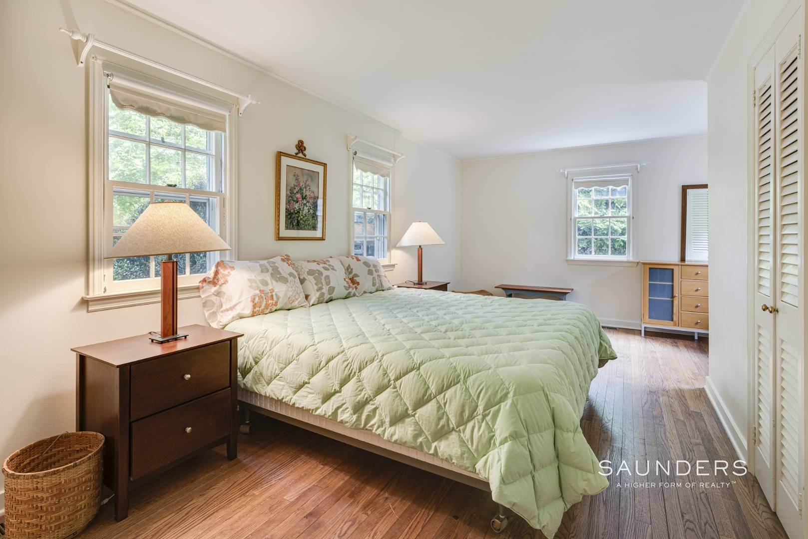13. Single Family Homes for Sale at Charming East Hampton Village Cottage 40 The Circle, East Hampton, East Hampton Town, NY 11937