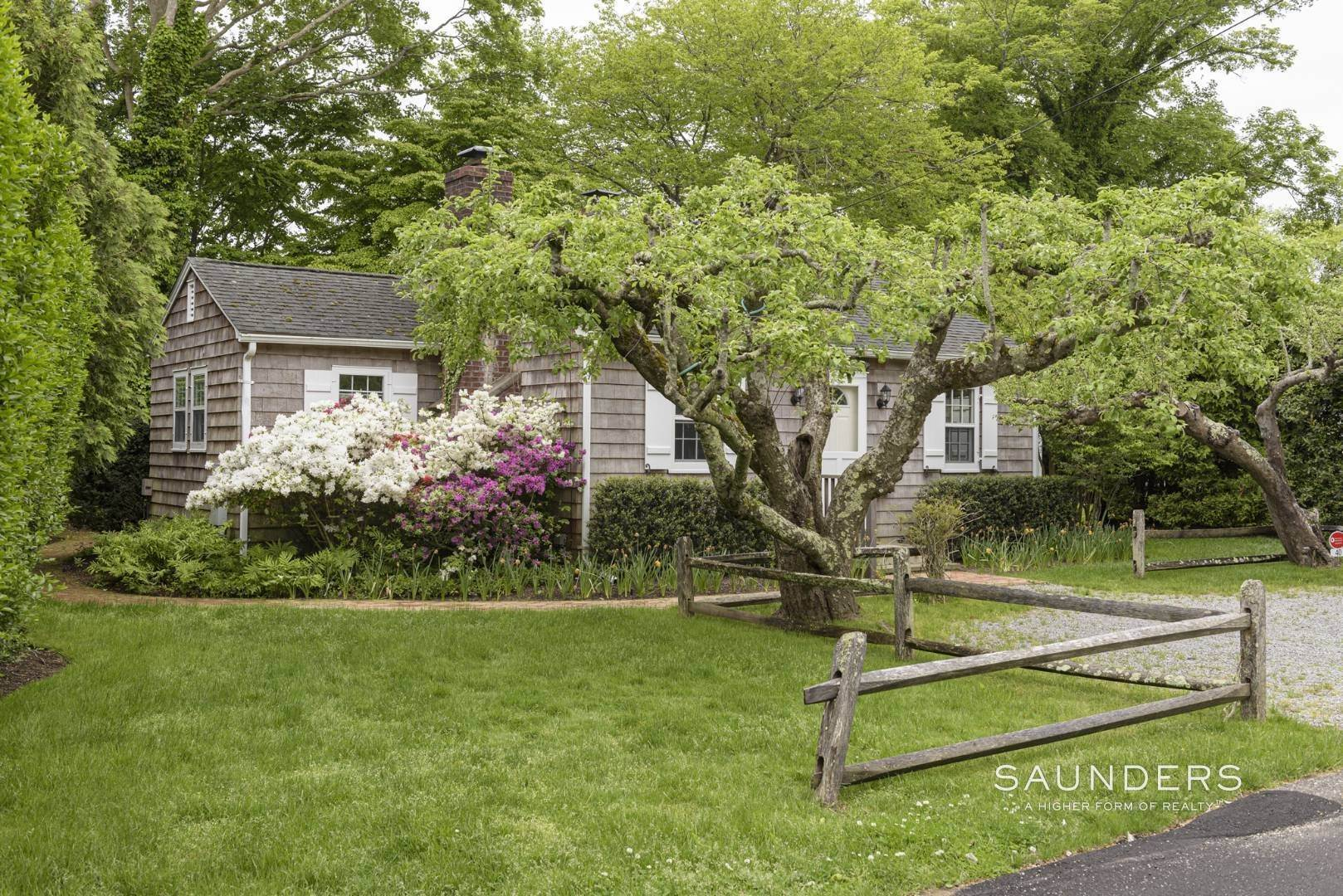 2. Single Family Homes for Sale at Charming East Hampton Village Cottage 40 The Circle, East Hampton, East Hampton Town, NY 11937