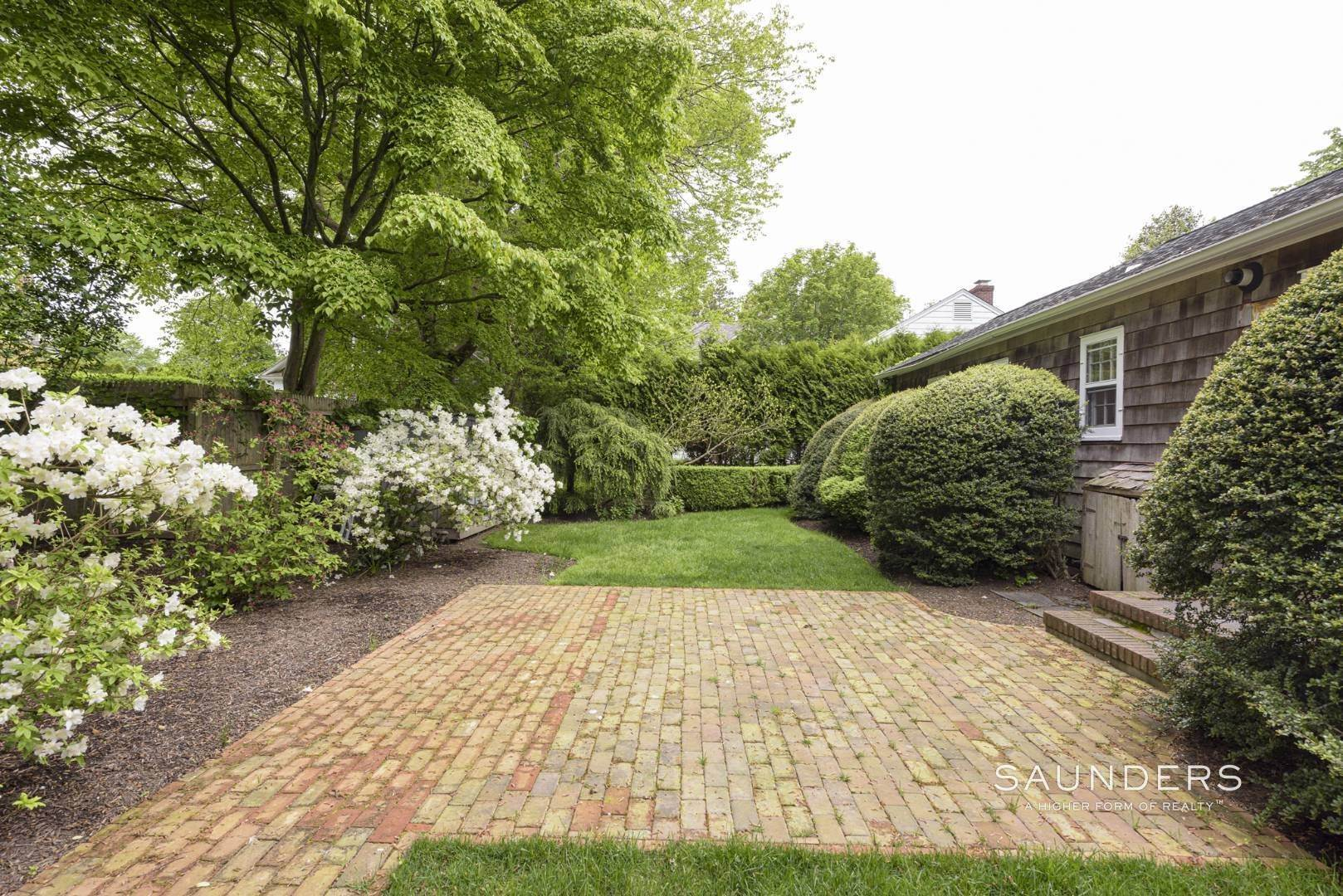 5. Single Family Homes for Sale at Charming East Hampton Village Cottage 40 The Circle, East Hampton, East Hampton Town, NY 11937