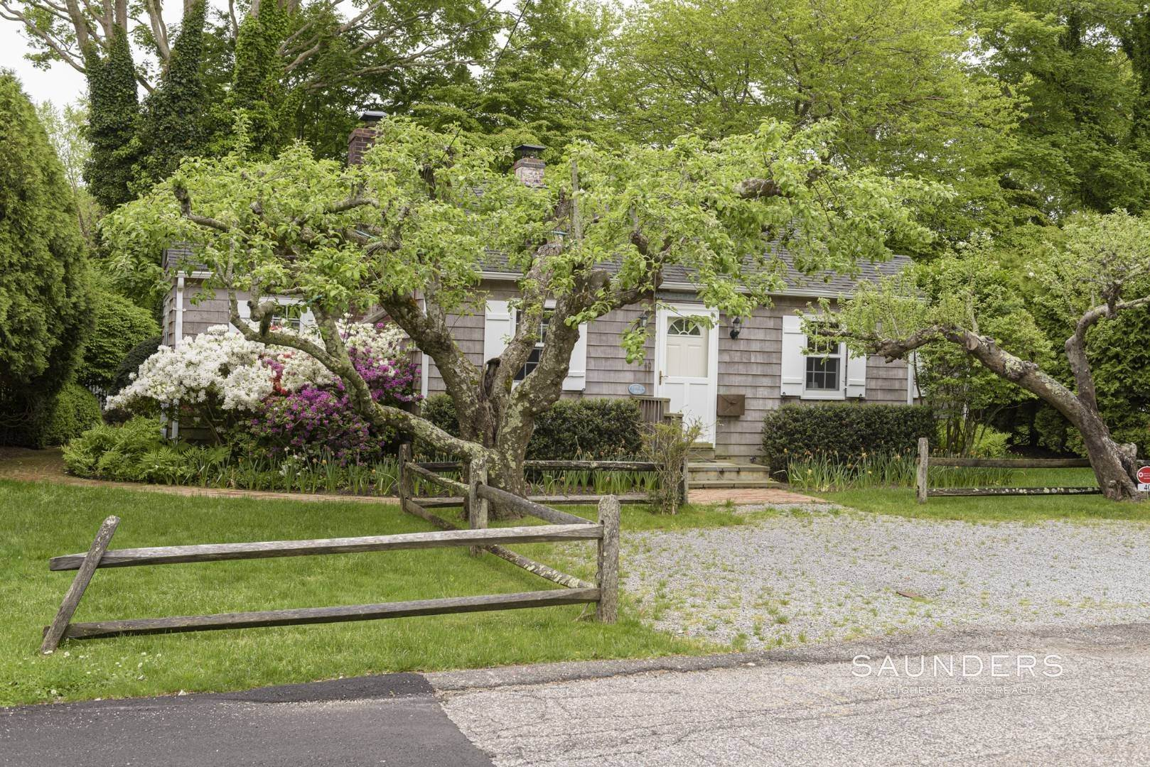 3. Single Family Homes for Sale at Charming East Hampton Village Cottage 40 The Circle, East Hampton, East Hampton Town, NY 11937