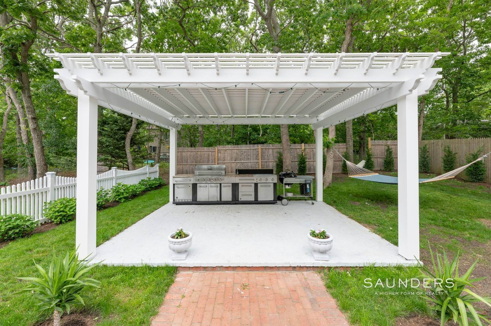 20. Single Family Homes at Renovated In Springs With Pool And Outdoor Entertaining 28 Ocean View Avenue, East Hampton, East Hampton Town, NY 11937