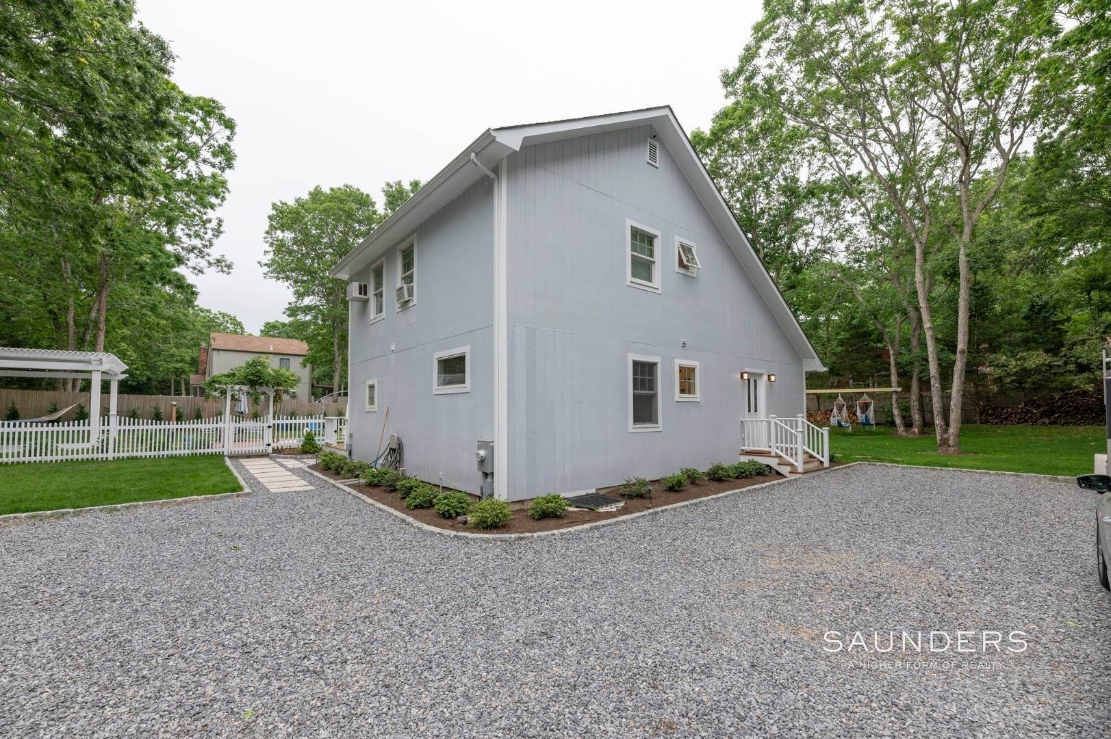 2. Single Family Homes at Renovated In Springs With Pool And Outdoor Entertaining 28 Ocean View Avenue, East Hampton, East Hampton Town, NY 11937