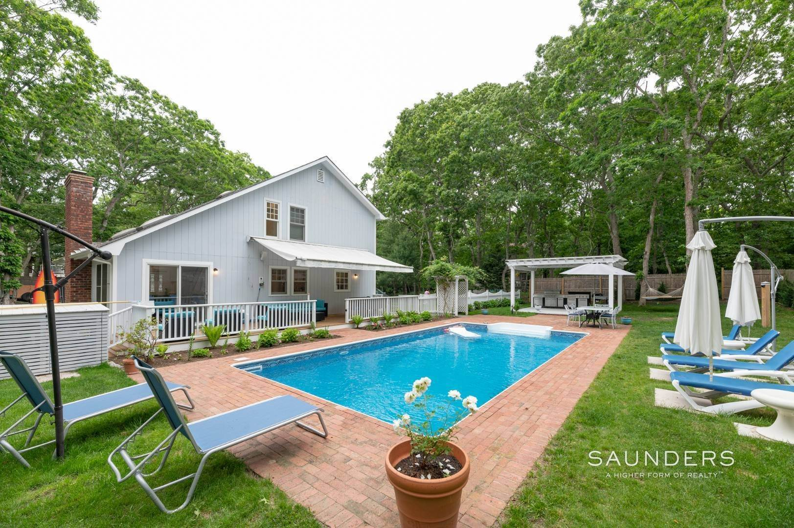19. Single Family Homes for Sale at Renovated In Springs With Pool And Outdoor Entertaining 28 Ocean View Avenue, East Hampton, East Hampton Town, NY 11937